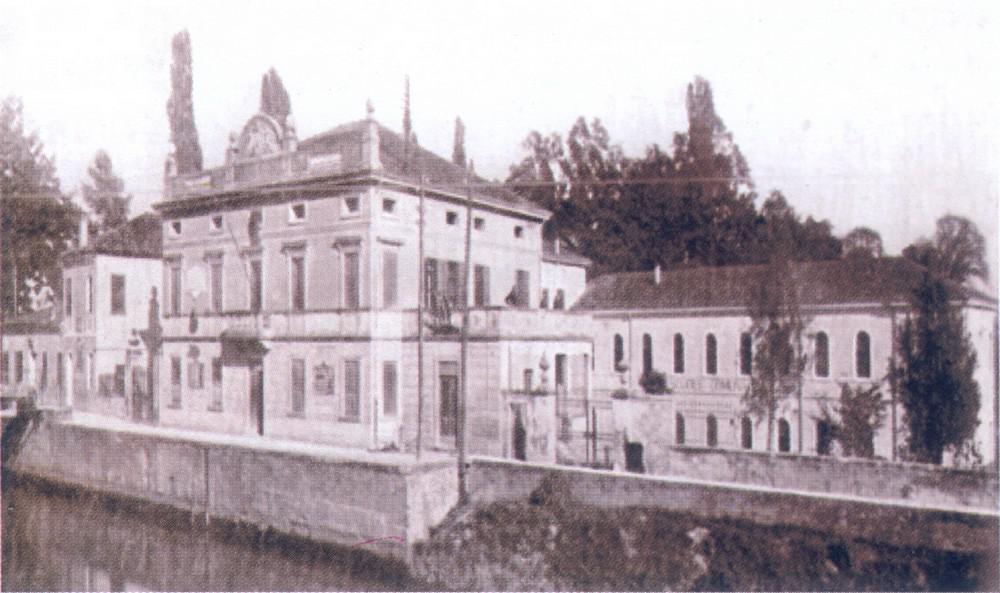 1924. Il Municipio sopraelevato e gli edifici circostanti.