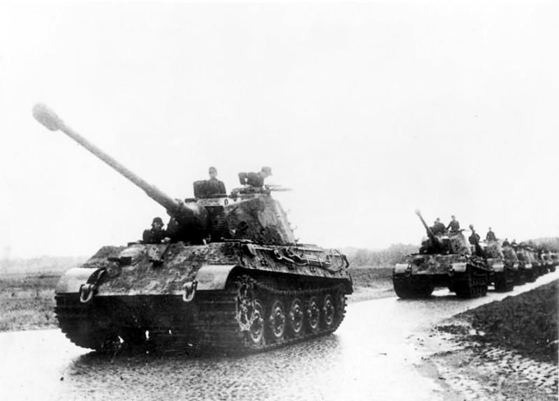 "Una colonna di carri armati tedeschi ""Tiger""."