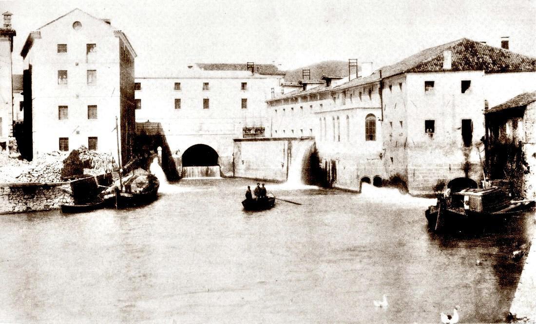 Battaglia nel primo Novecento. Nella foto, il canale Sottobattaglia con il porto.