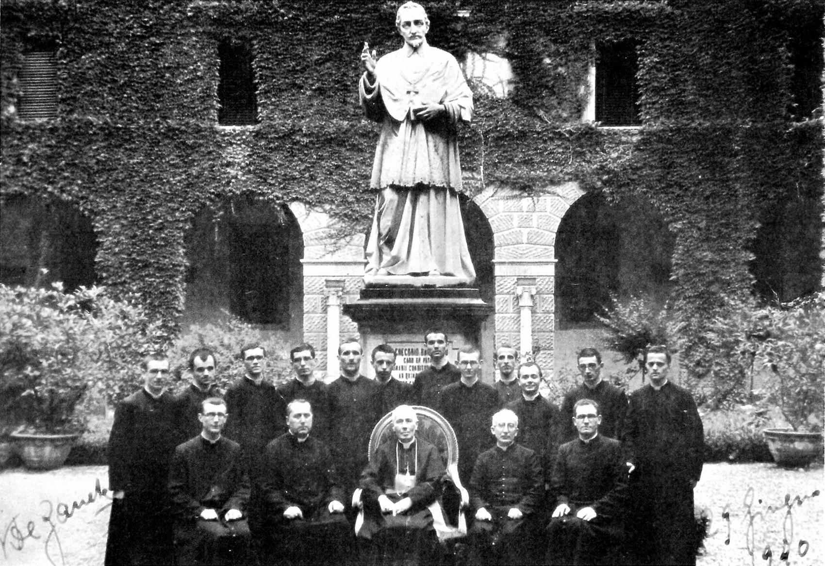 1940, Seminario Maggiore di Padova. Don Giuseppe Giacomelli è ordinato sacerdote.