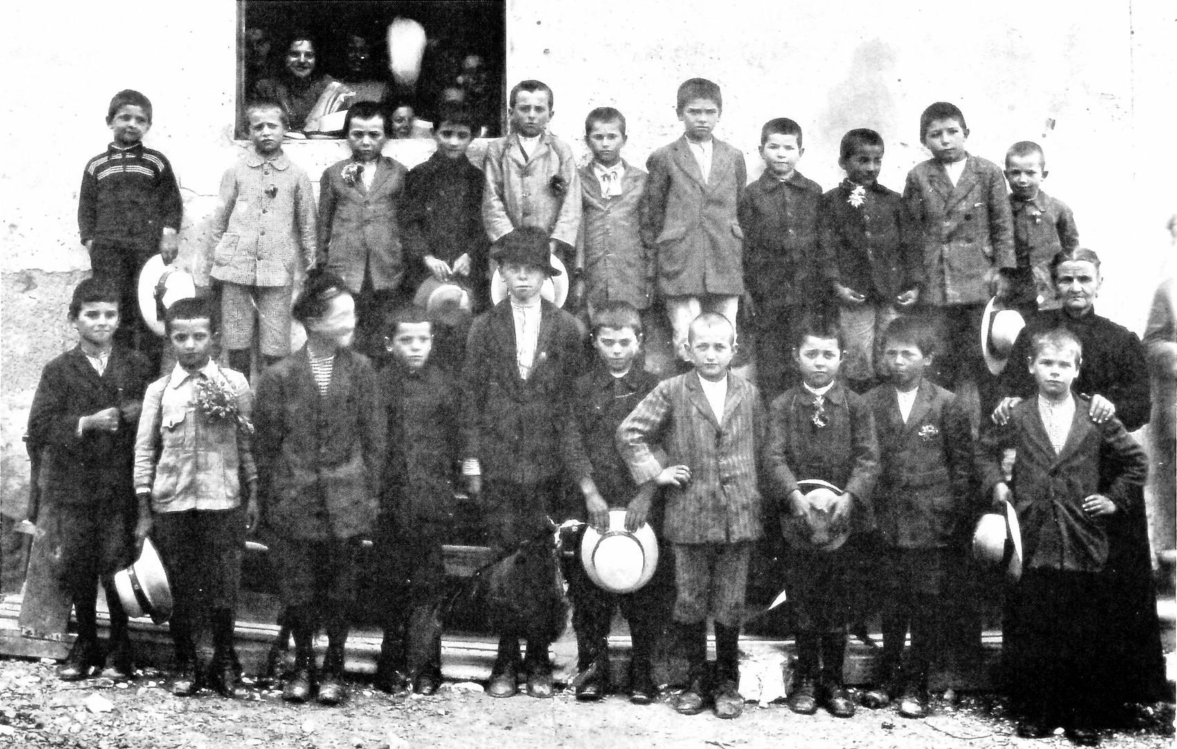Borso del Grappa, foto della classe seconda elementare.