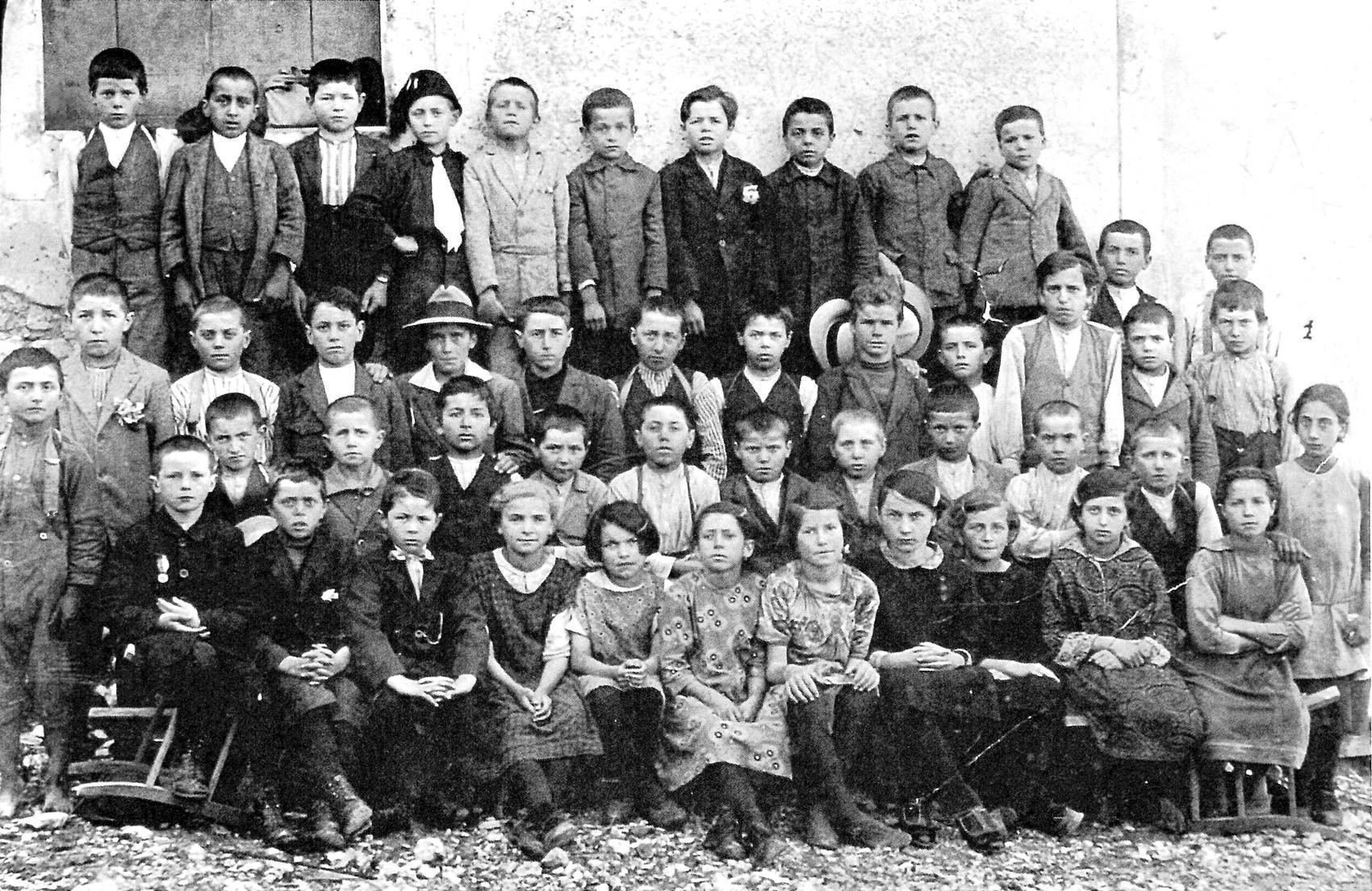 Borso del Grappa, foto della classe terza elementare.