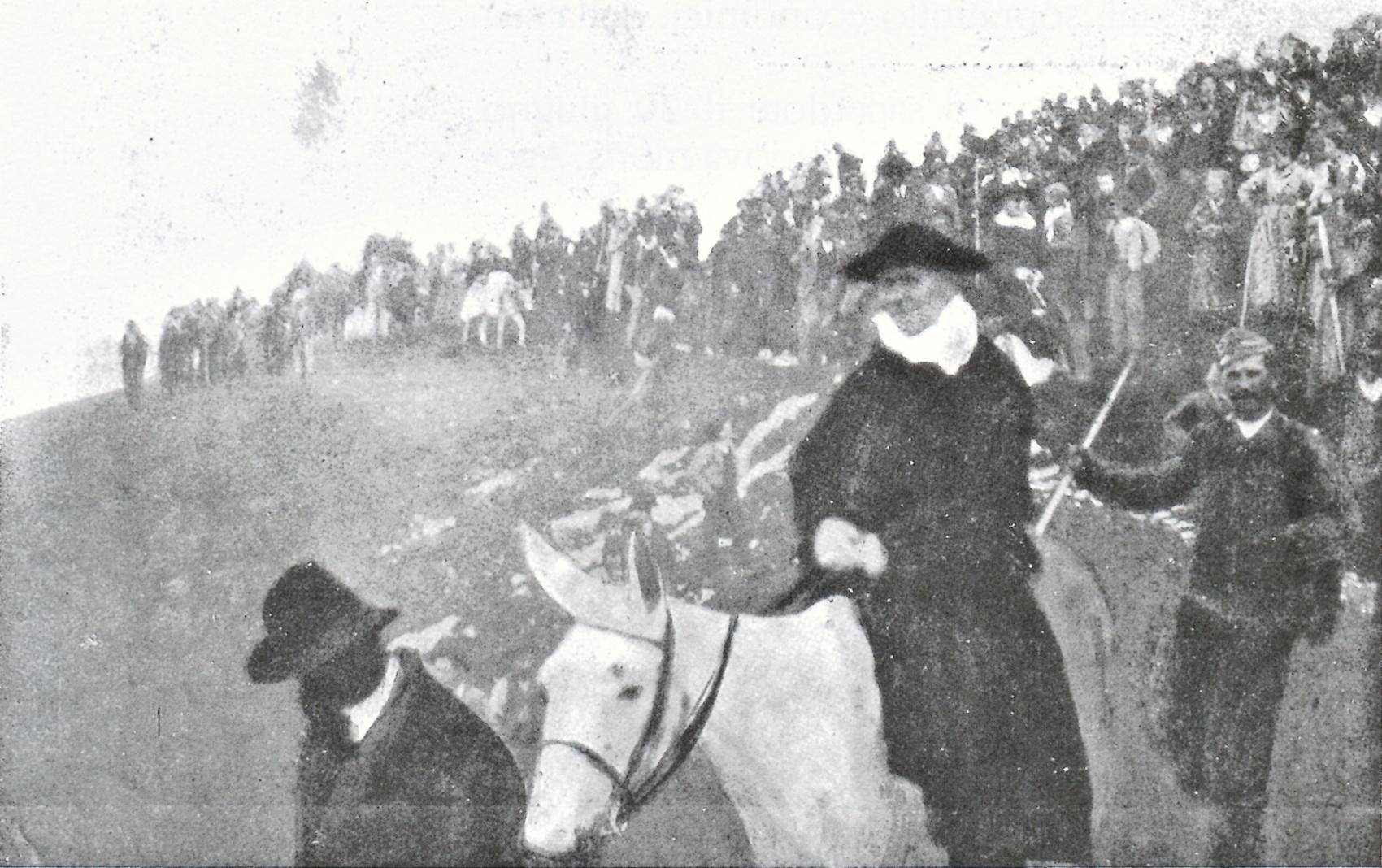 Cima Grappa, 1901. Il patriarca di Venezia, cardinale Sarto, si reca in vetta a cavallo.