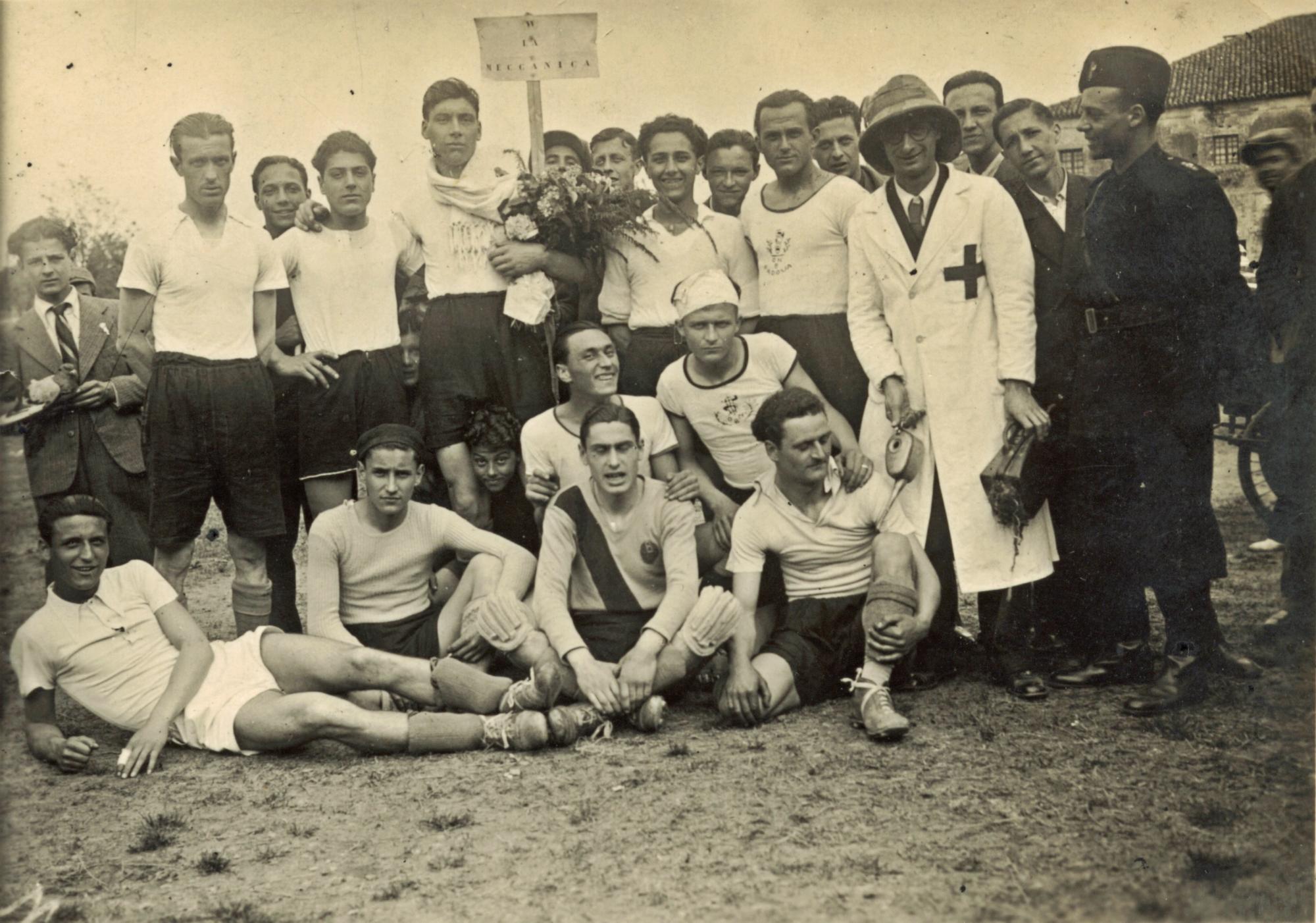 Battaglia Terme, torneo aziendale Galileo del 1937. La squadra della Meccanica.