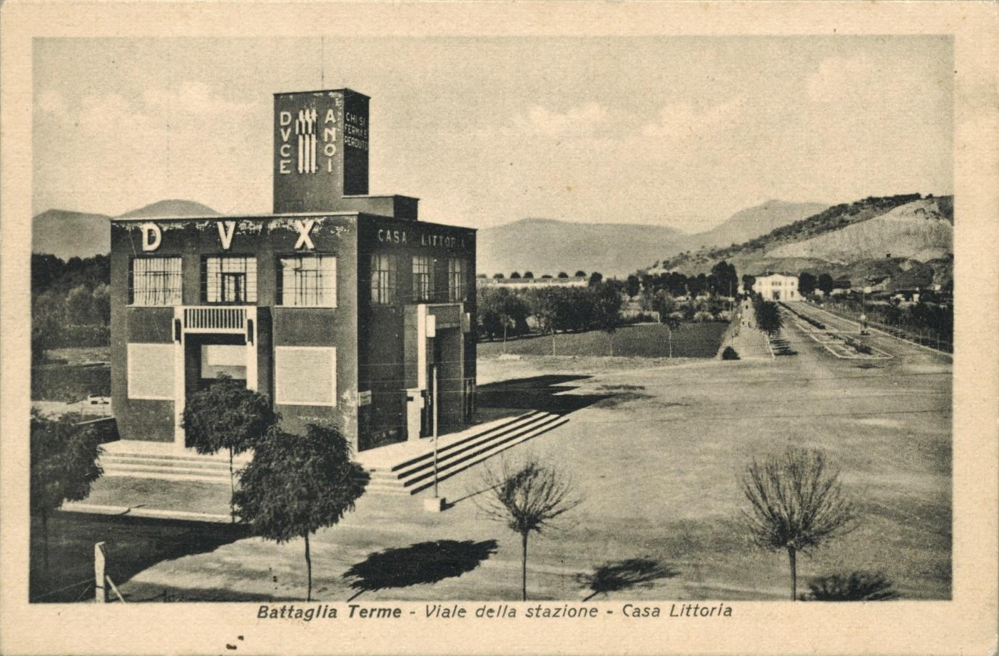 Battaglia Terme, la Casa littoria e il Viale della stazione in una cartolina del 1940.