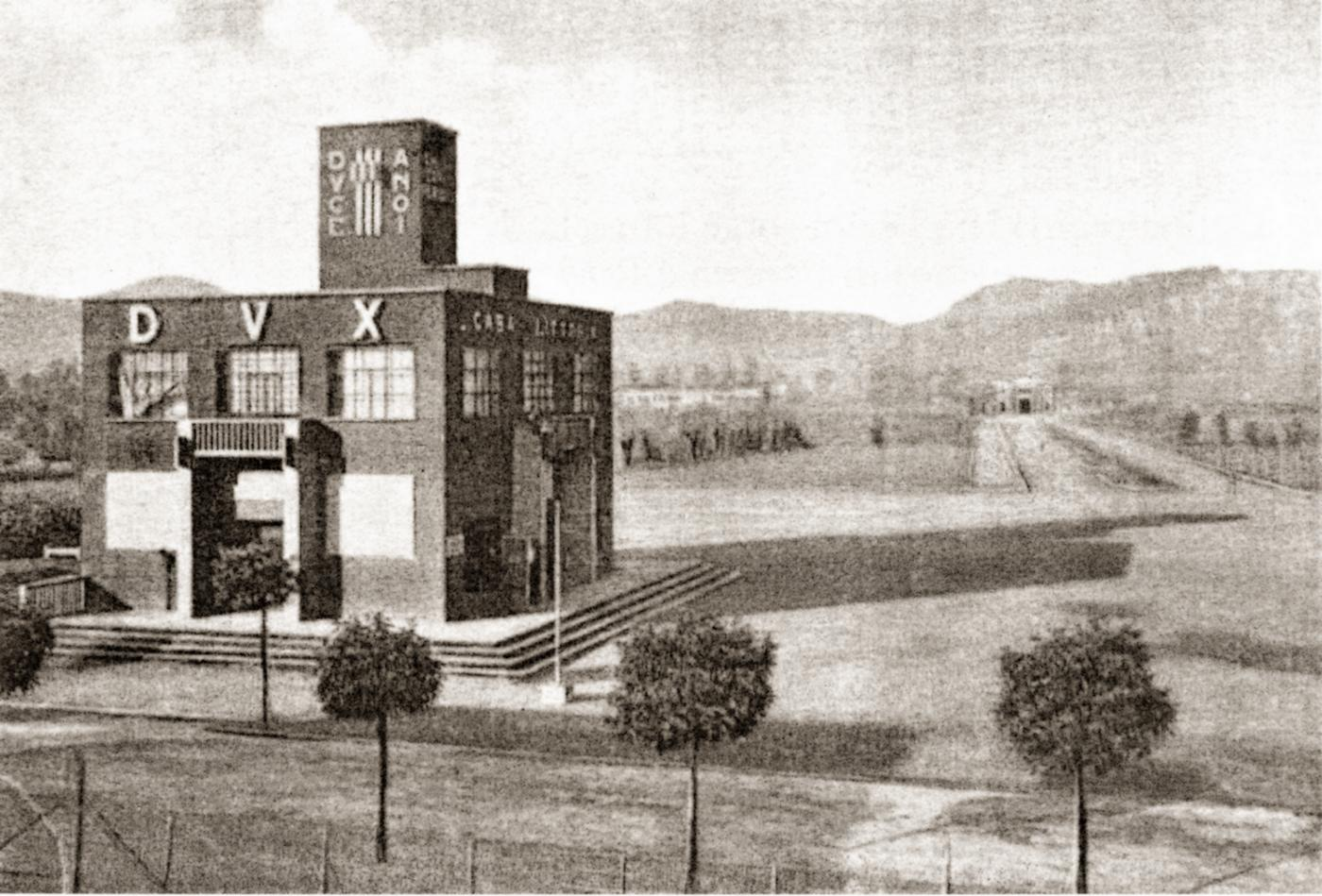 La casa del fascio di battaglia terme ora biblioteca for Una storia di casa piani di log