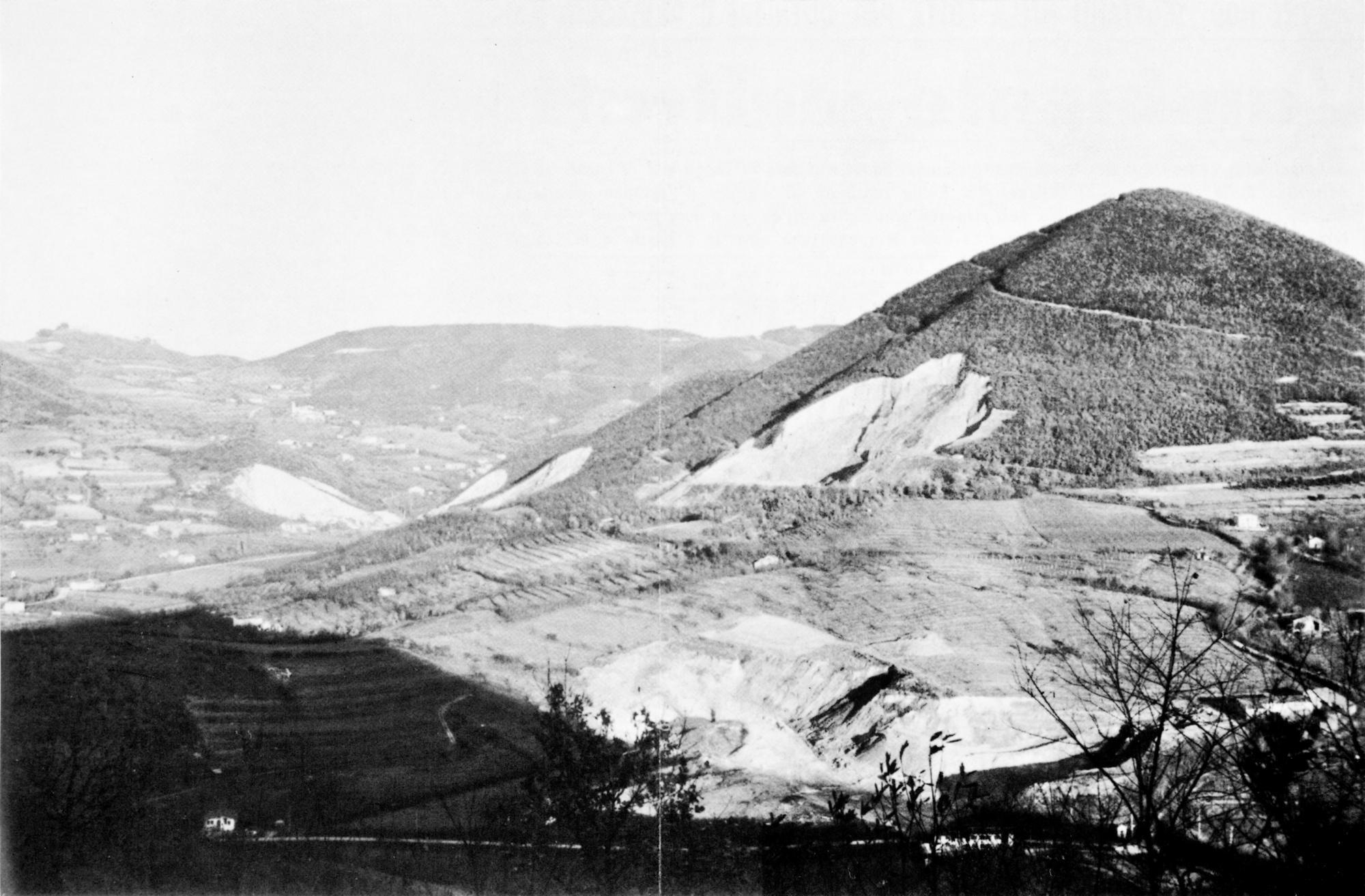 La cava Cucuzzola, ai piedi del monte Rusta.