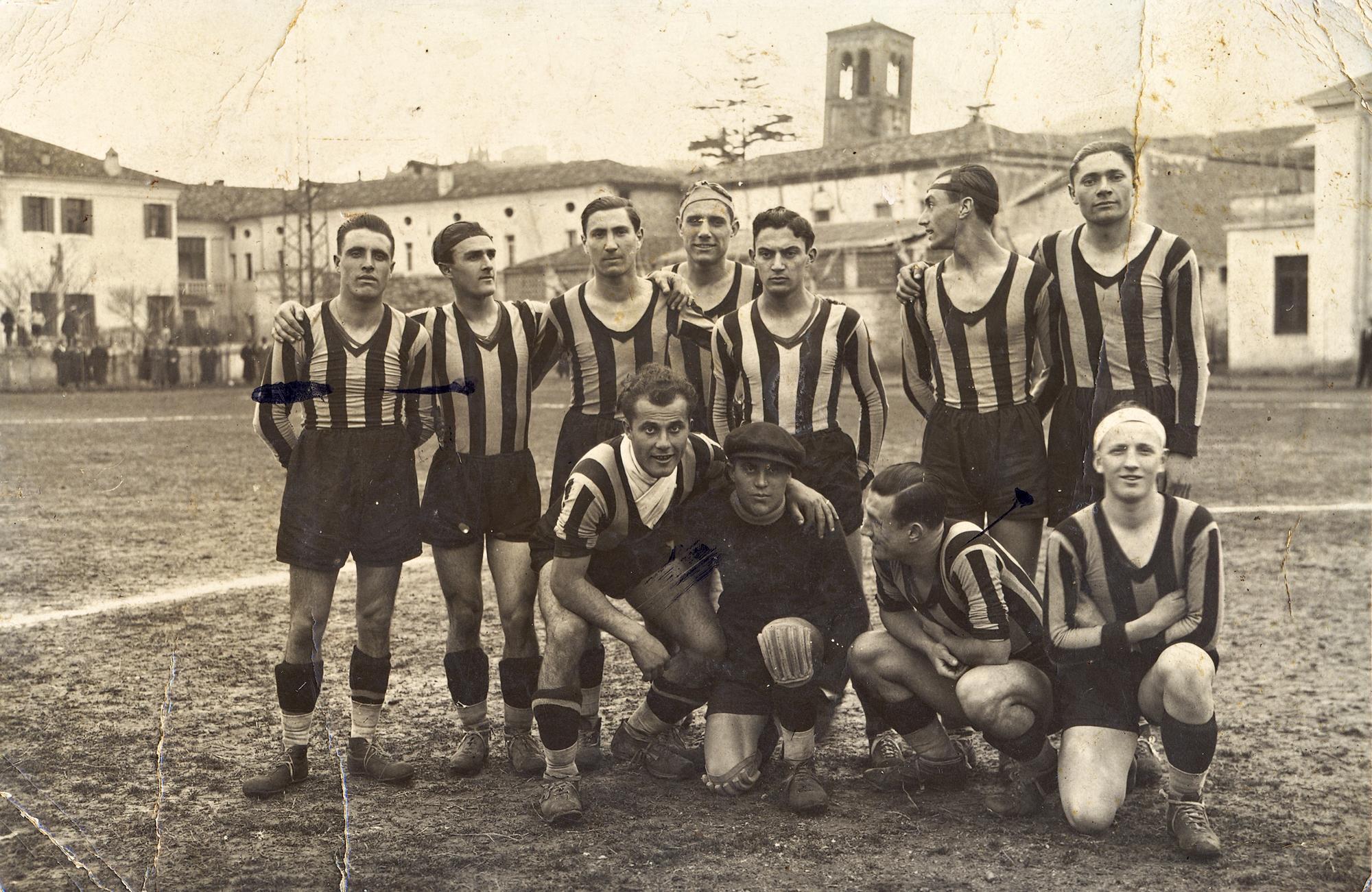 Campionato 1938/39, la squadra del Pernumia in trasferta ad Este.