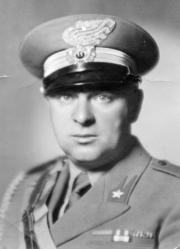 Il dott. Angelo Ferrazzi, già Podestà di Battaglia Terme, in divisa militare.