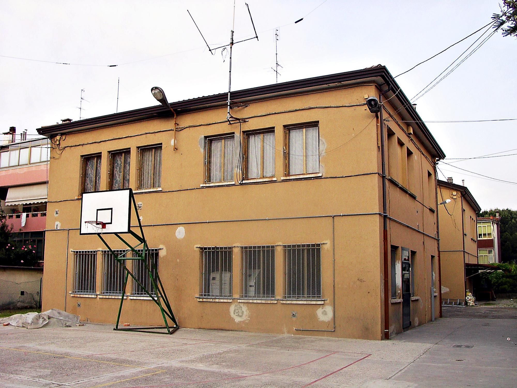 Il Patronato S. Pio X di Battaglia Terme in una foto del 2007.