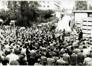 1975, il segretario della CGIL Luciano Lama alla Magrini-Galileo di Battaglia Terme.