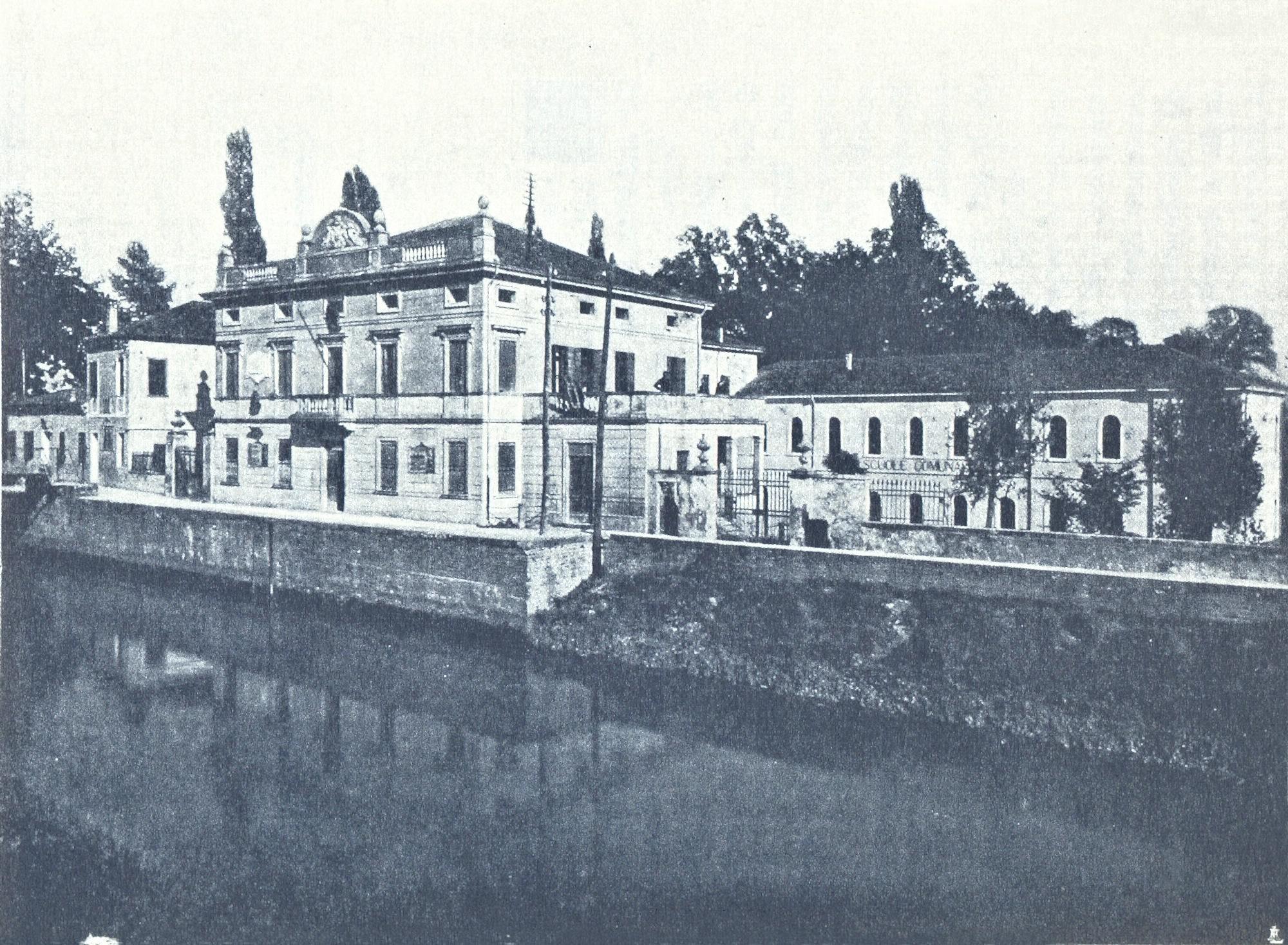 Battaglia, Palazzo municipale e Scuole comunali.