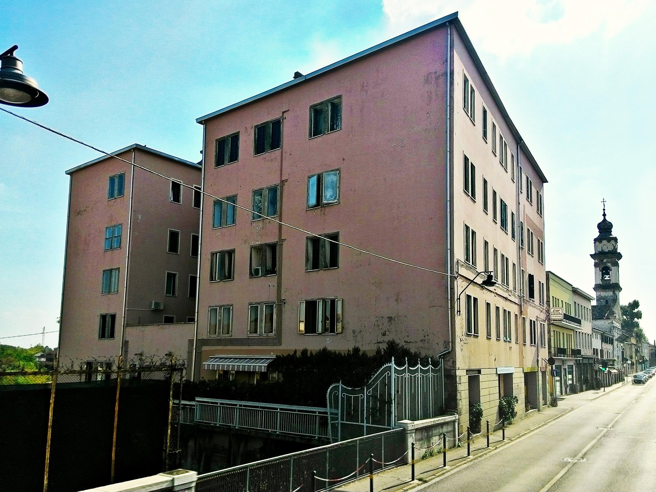 Il fabbricato dell'ex molino di Battaglia Terme destinato ad uso residenziale.