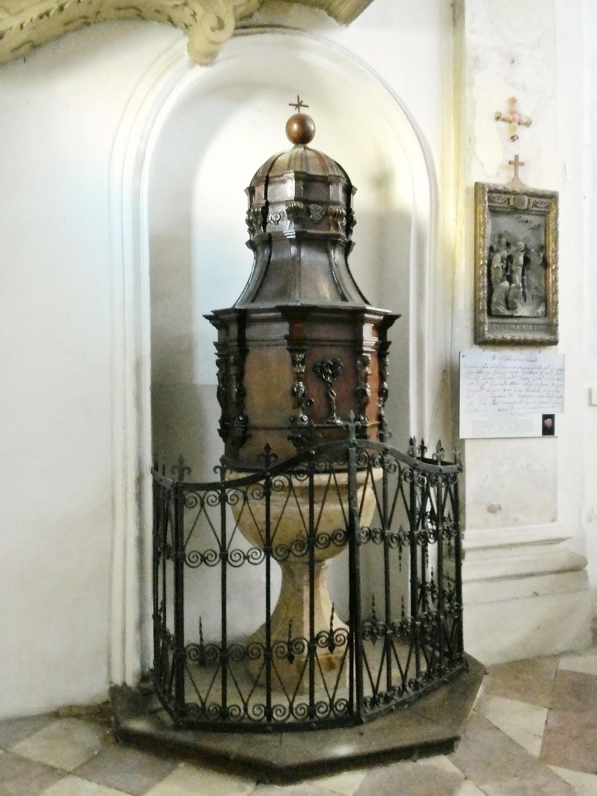 Fonte battesimale della vecchia chiesa di S. Giacomo di Battaglia.