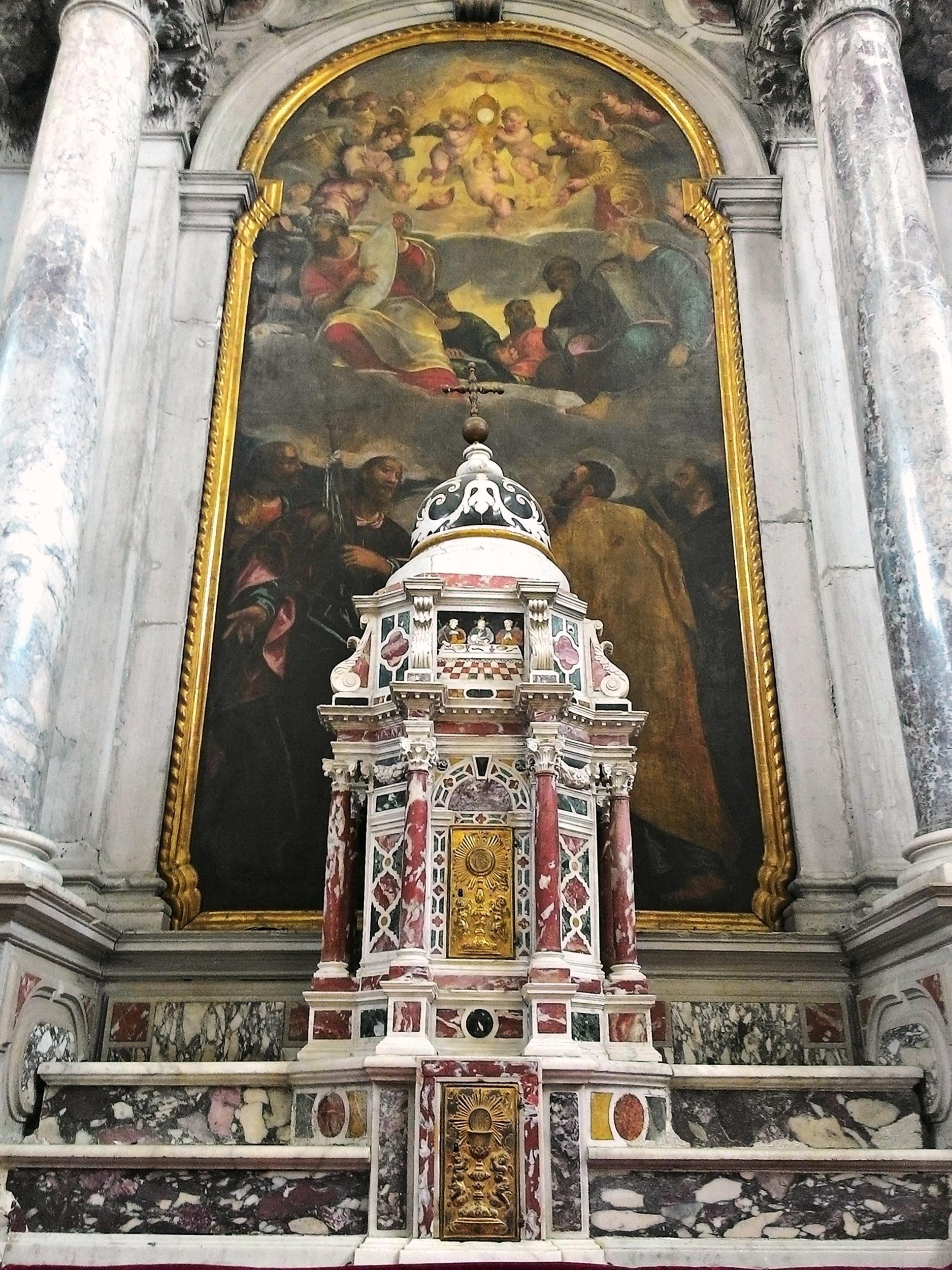 Vecchia chiesa di Battaglia Terme, la pala dell'altar maggiore; in primo piano, il tabernacolo con due vani.