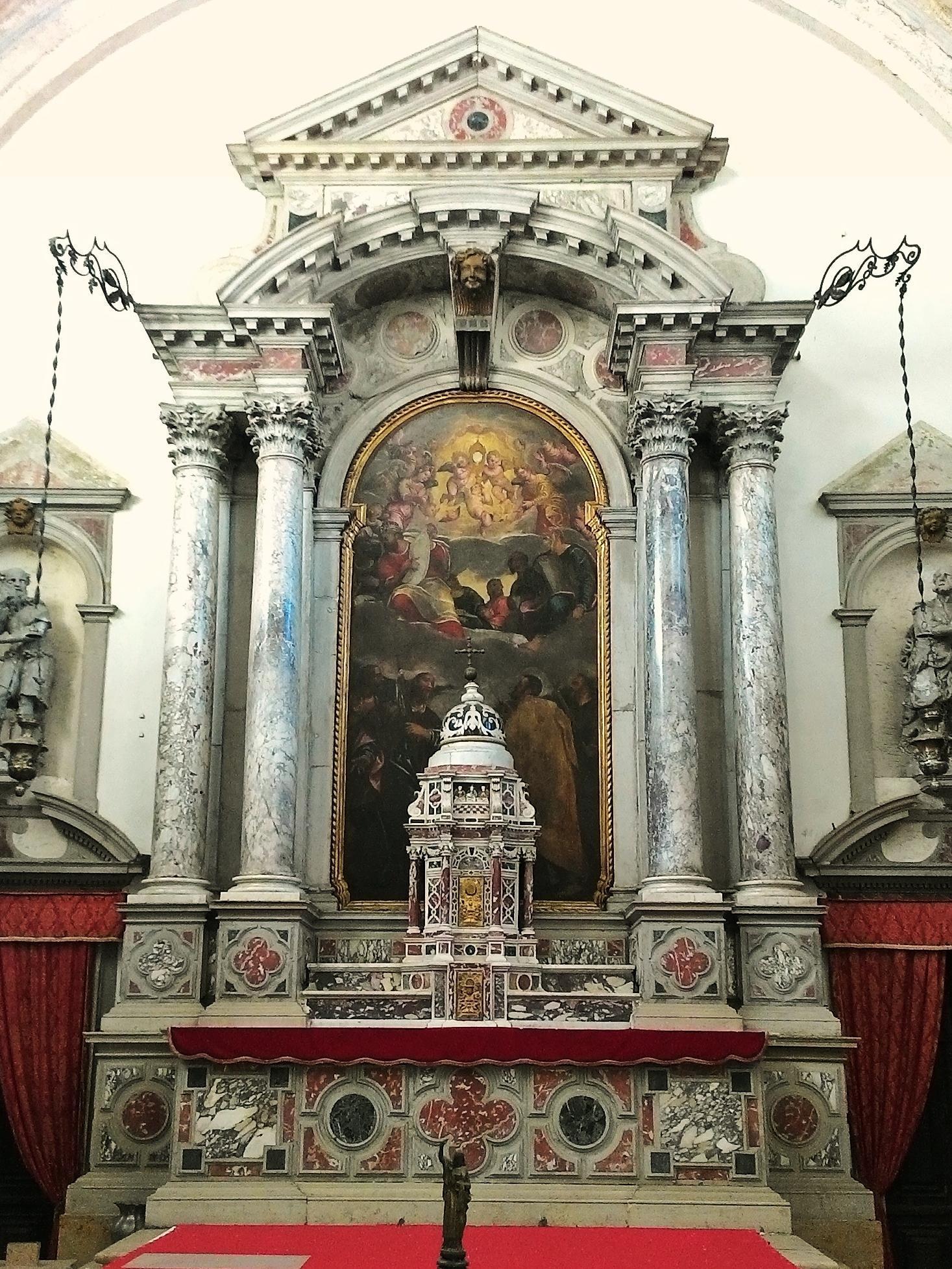 Altare di S. Giacomo Maggiore con tabernacolo e pala.