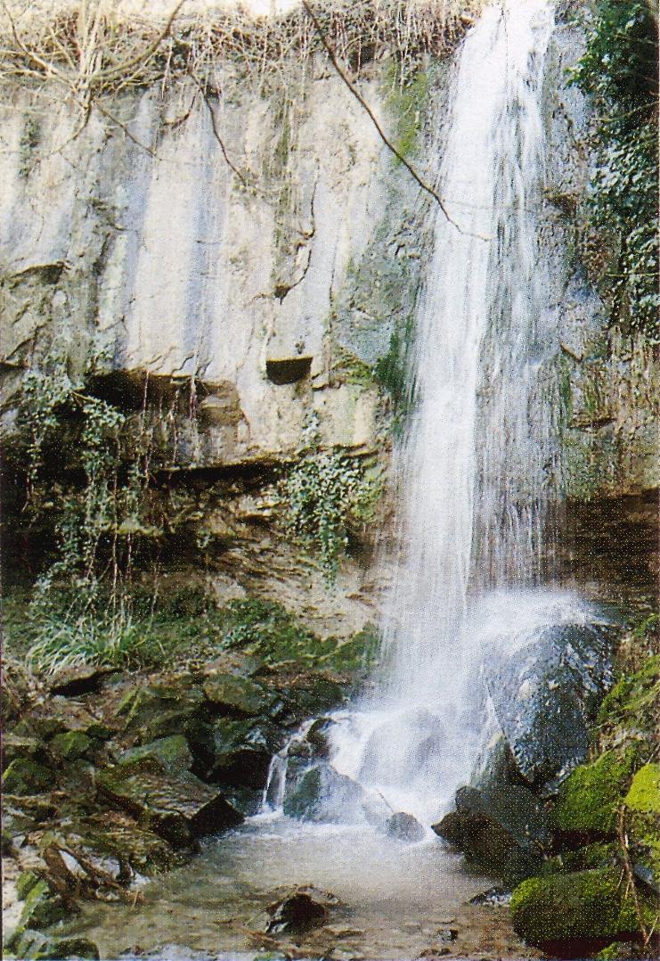 La cascata formata dal calto Contea, in località Schivanoia (Castelnuovo, comune di Teòlo).