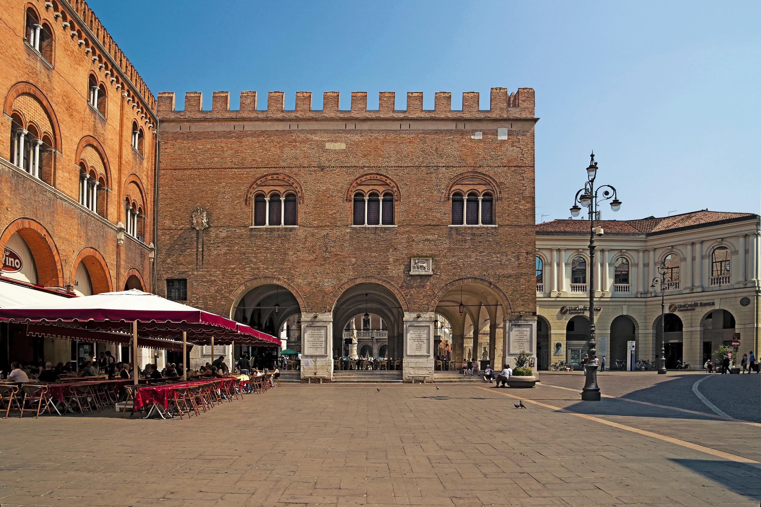 Treviso, Piazza dei Signori e Palazzo dei Trecento.