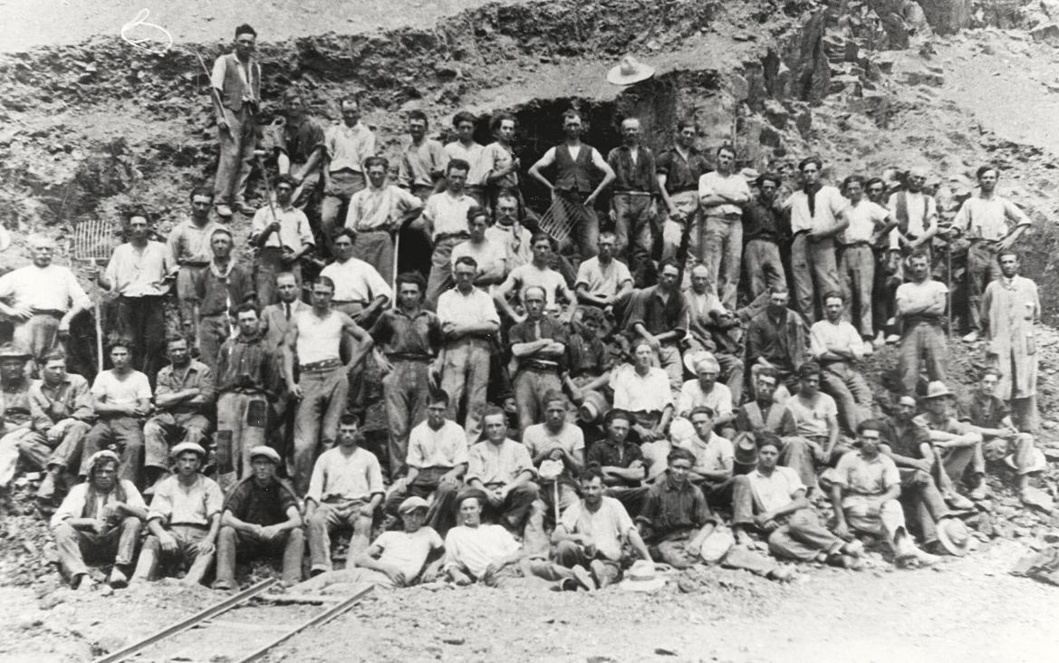 Lavori a Battaglia, fine anni '20. Cavatori e scalpellini sul Monte Croce.