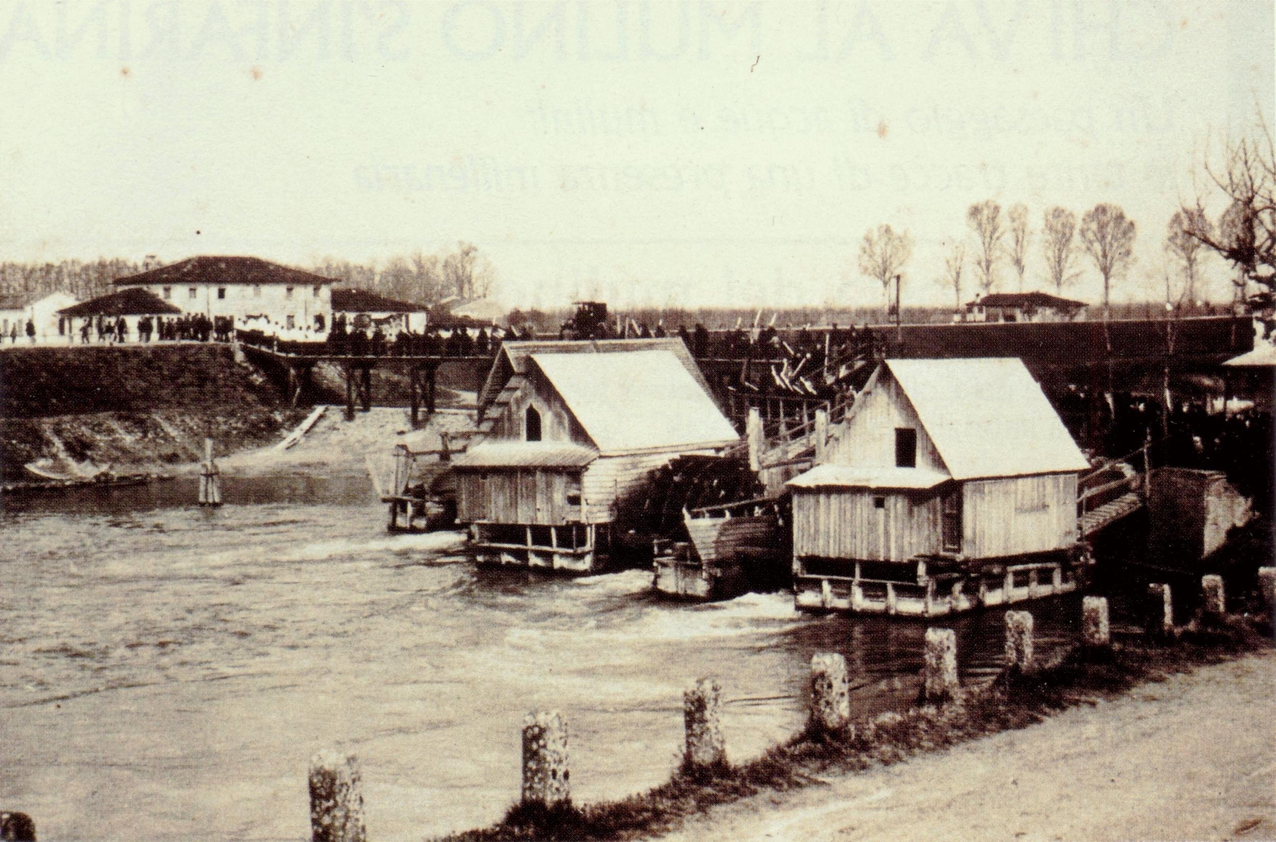 Mulini galleggianti di Roncajette (Ponte San Nicolò) in una foto del 1905.