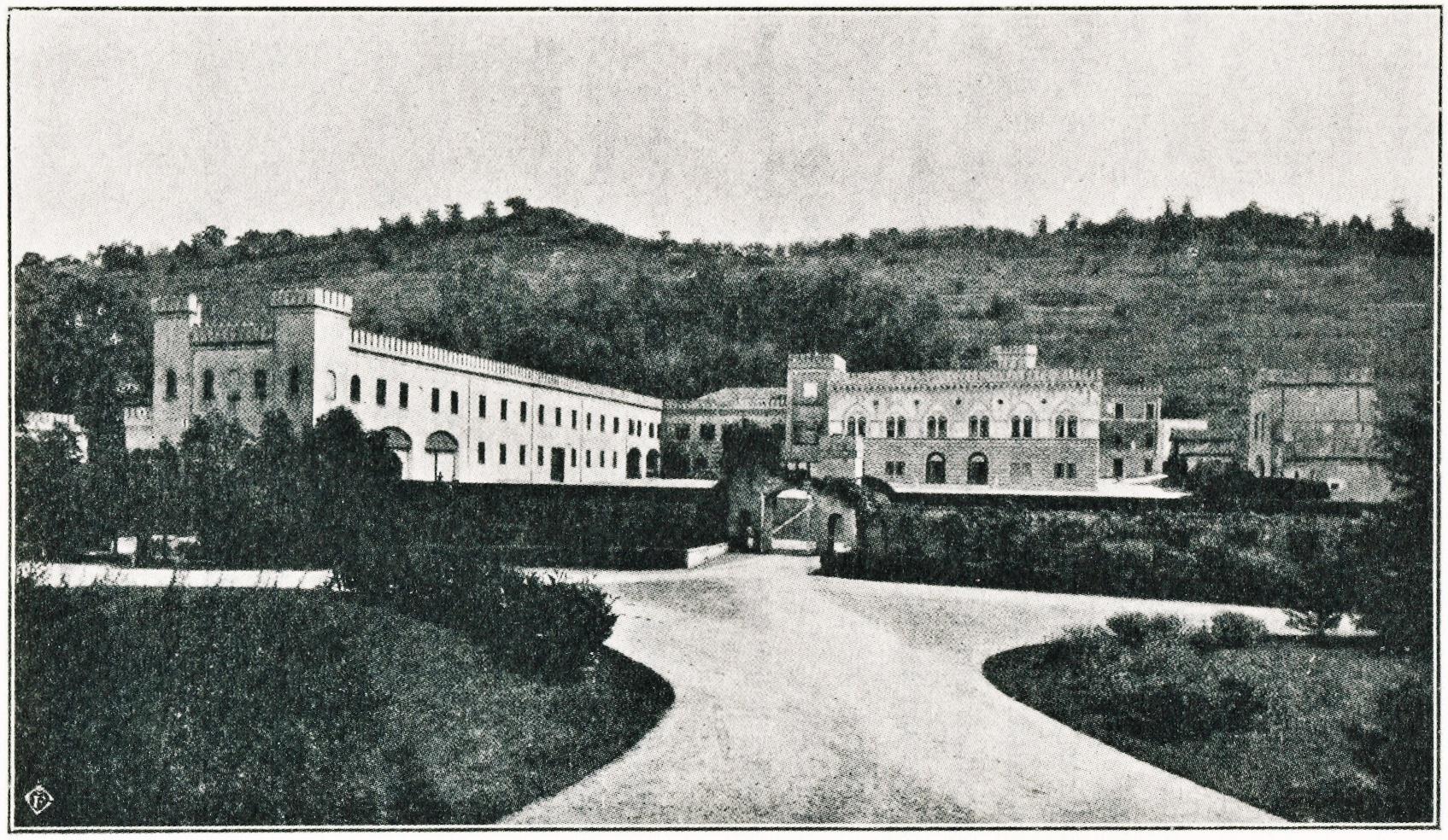 La Villa Italia, che sorge ai piedi della collina di Lispida.