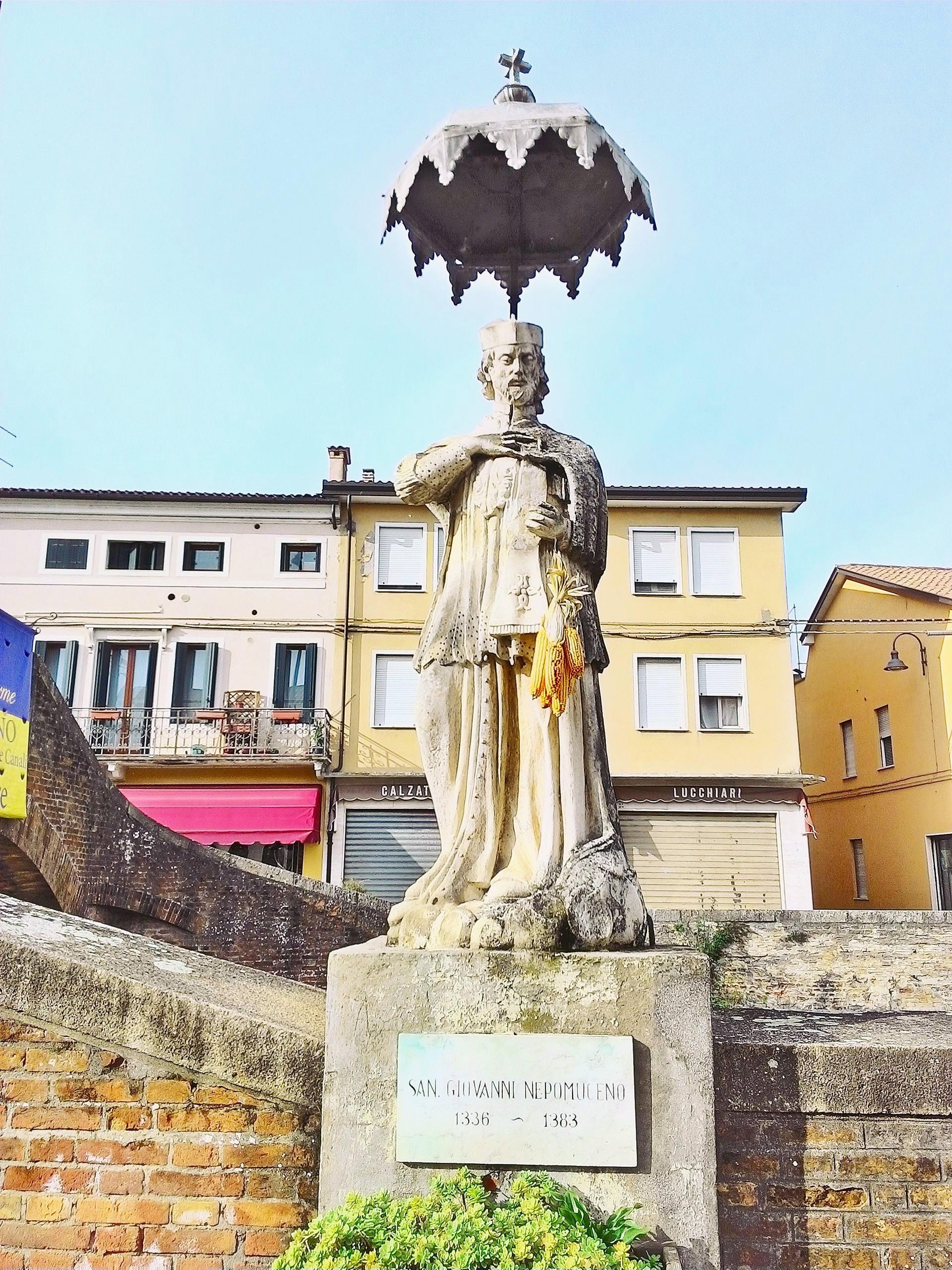 Battaglia Terme, la statua che raffigura S. Giovanni Nepomuceno (2016).