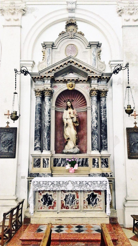 Altare del Sacro Cuore.