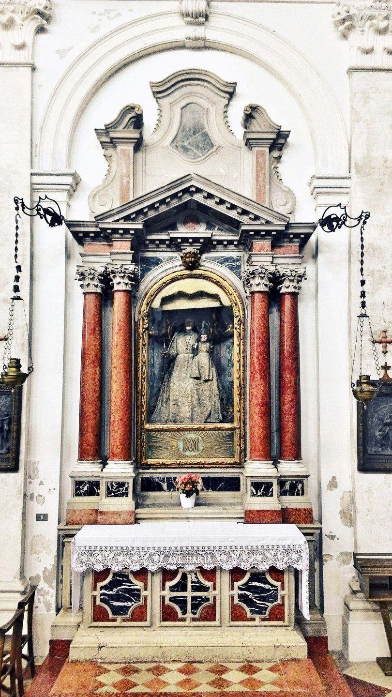 Altare della Madonna delle Grazie.