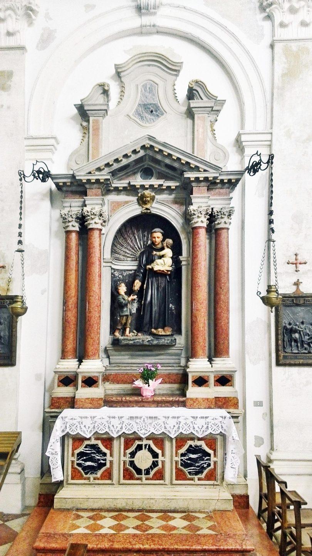 Altare di S. Antonio di Padova.