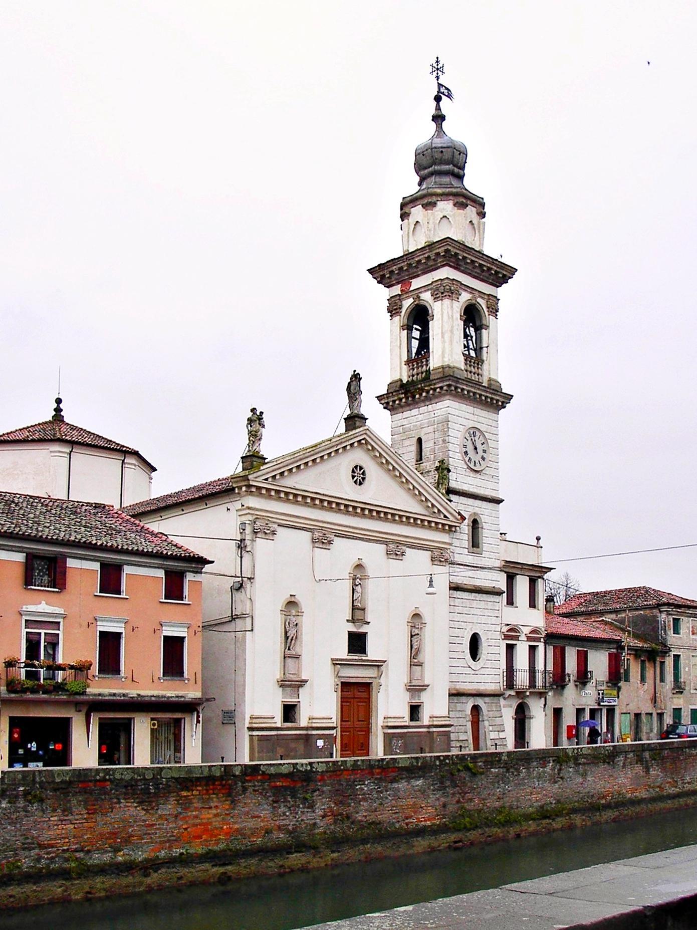 La vecchia chiesa di Battaglia Terme dedicata a S. Giacomo vista da via Maggiore (2005).