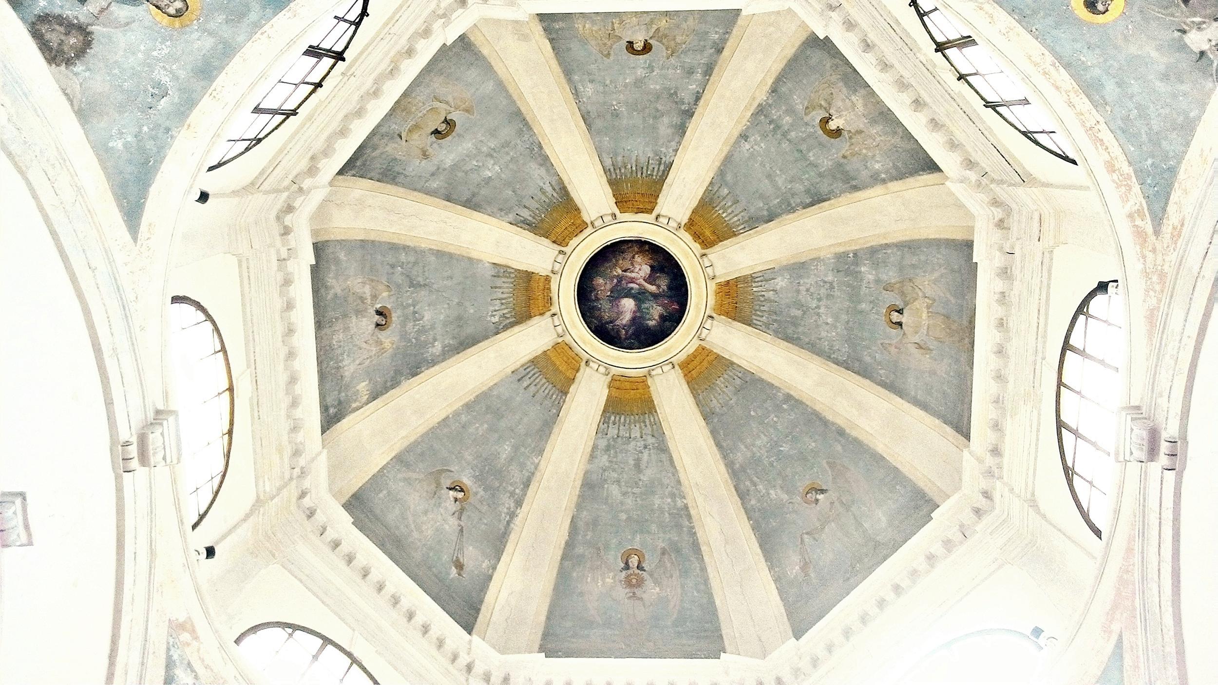 Cupola della vecchia chiesa di Battaglia Terme. Attilio Bordin, Angeli con il simbolo dell'Eucarestia; al centro, L'Assunta.