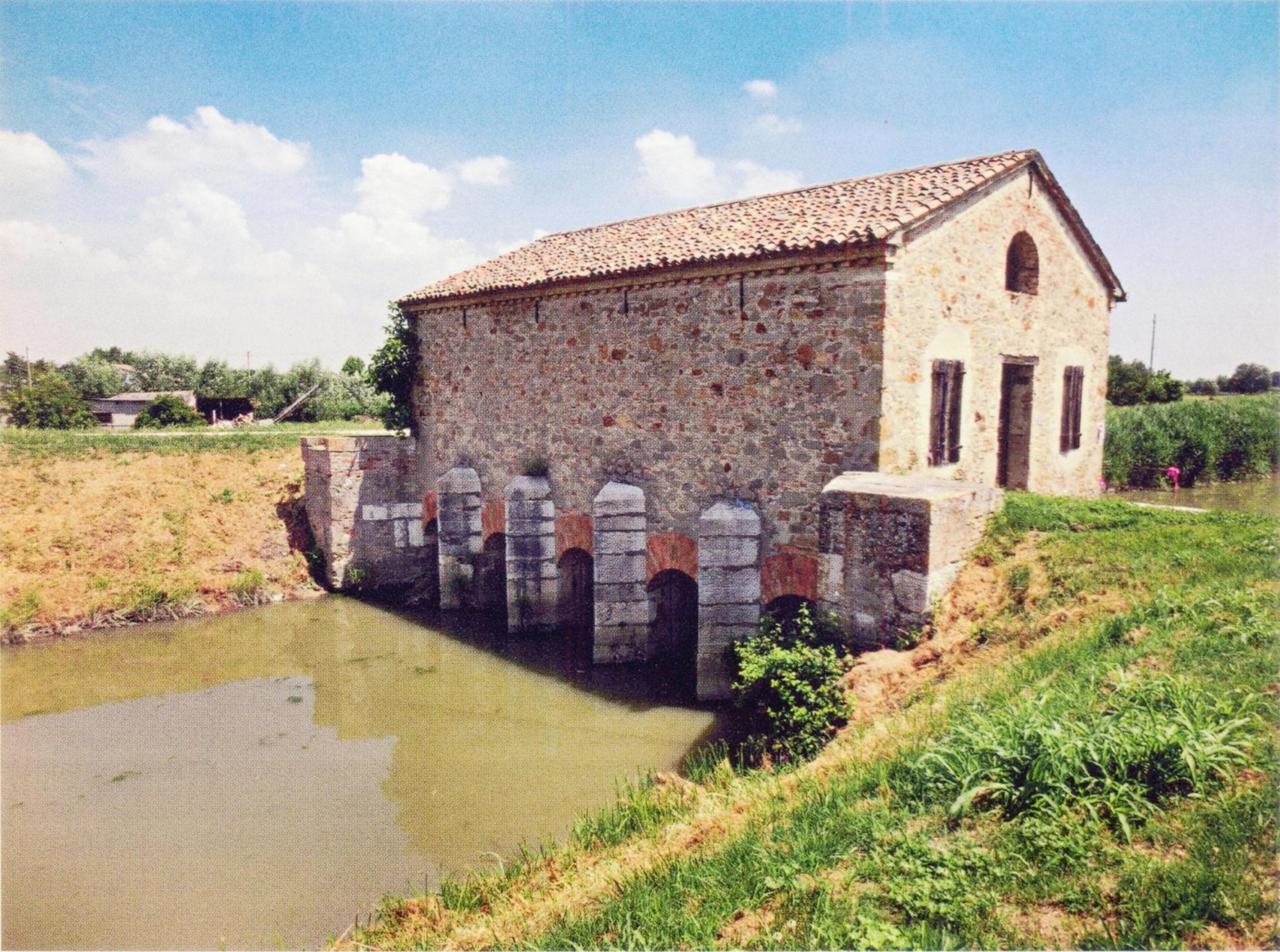Corte di Piove di Sacco, antico manufatto con botte a sifone.