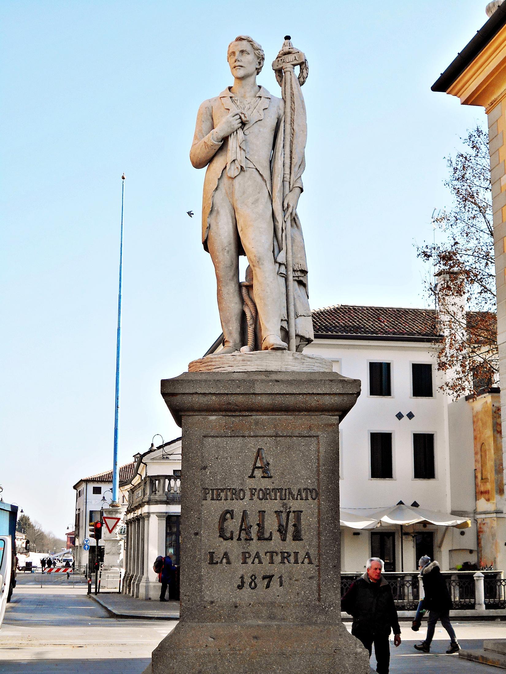 Il monumento a Pietro Fortunato Calvi eretto a Noale (VE).
