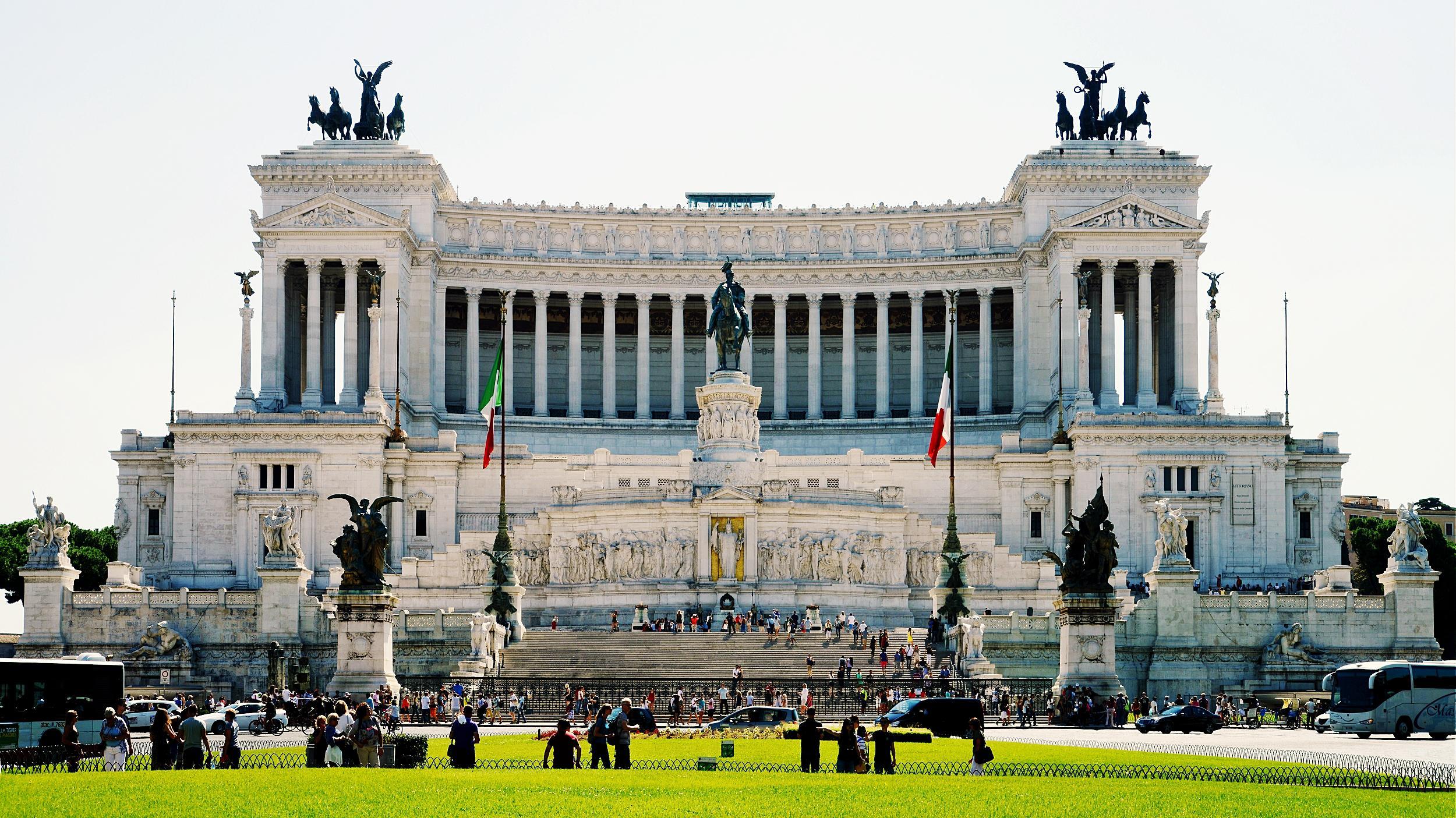Il Monumento nazionale a Vittorio Emanuele II. Roma, piazza Venezia.