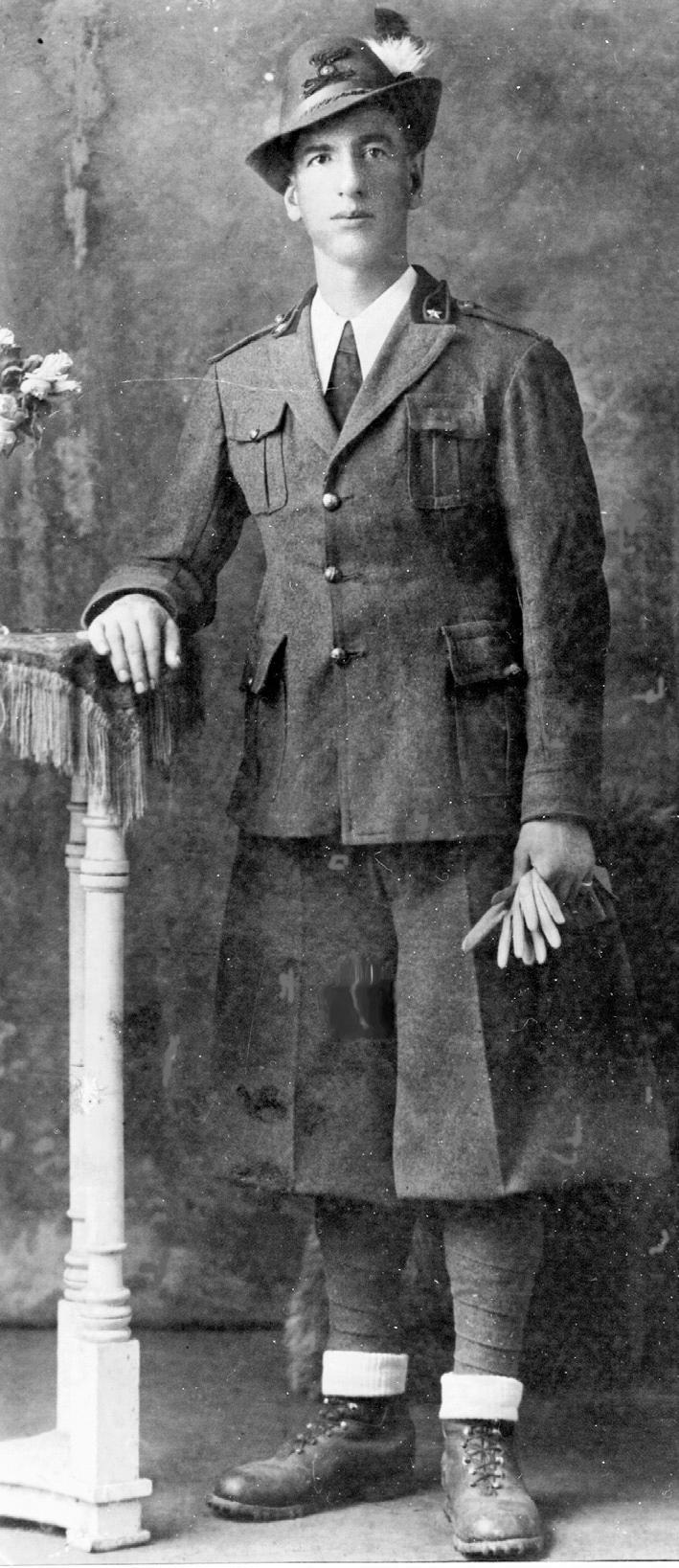 1938, l'Artigliere Alpino Bettin Romeo al 6° Reggimento Artiglieria.