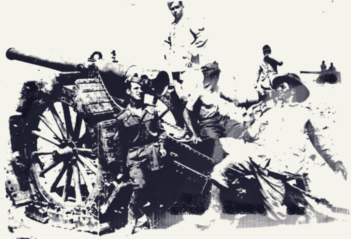1940, Aldo Ongarello ed un pezzo dell'artiglieria meharista.