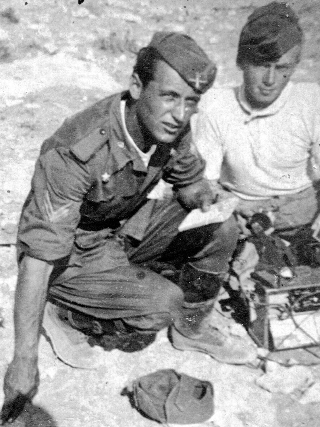 1940, il Sergente Ongarello Aldo durante la guerra di Libia.
