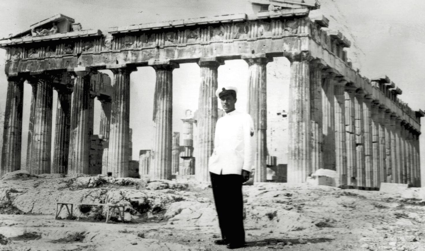 1942, il Sergente Maggiore Assereto in Grecia.