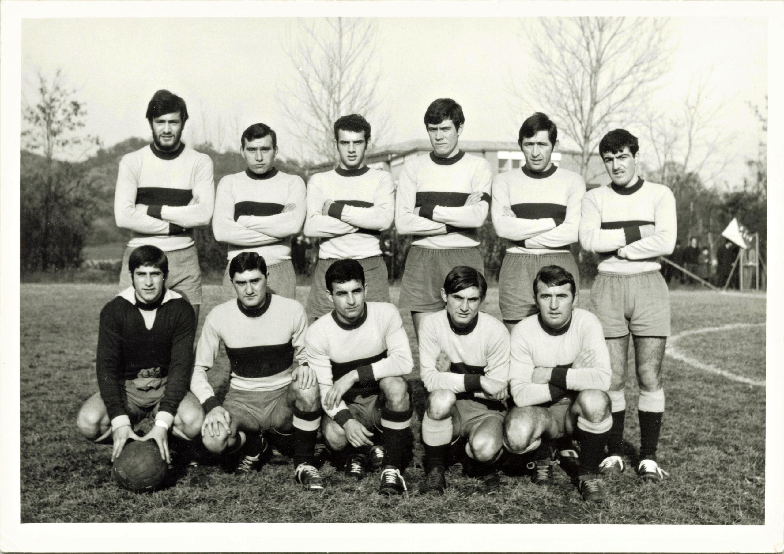 1967/68, G.S. Galileo Battaglia. Sullo sfondo, la nuova Scuola elementare, ultimata nel novembre 1966.