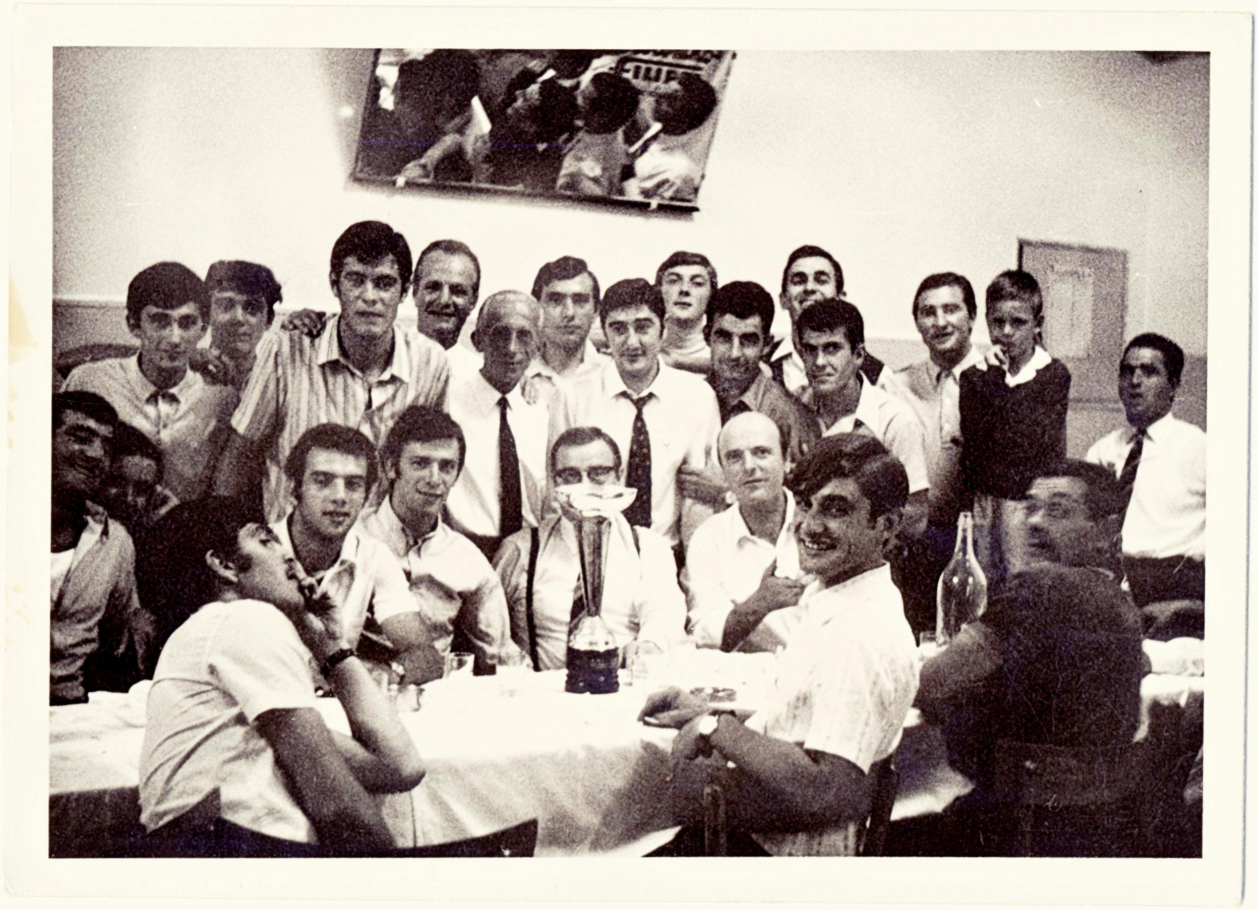 1968, il Galileo Battaglia in festa per la promozione (3).