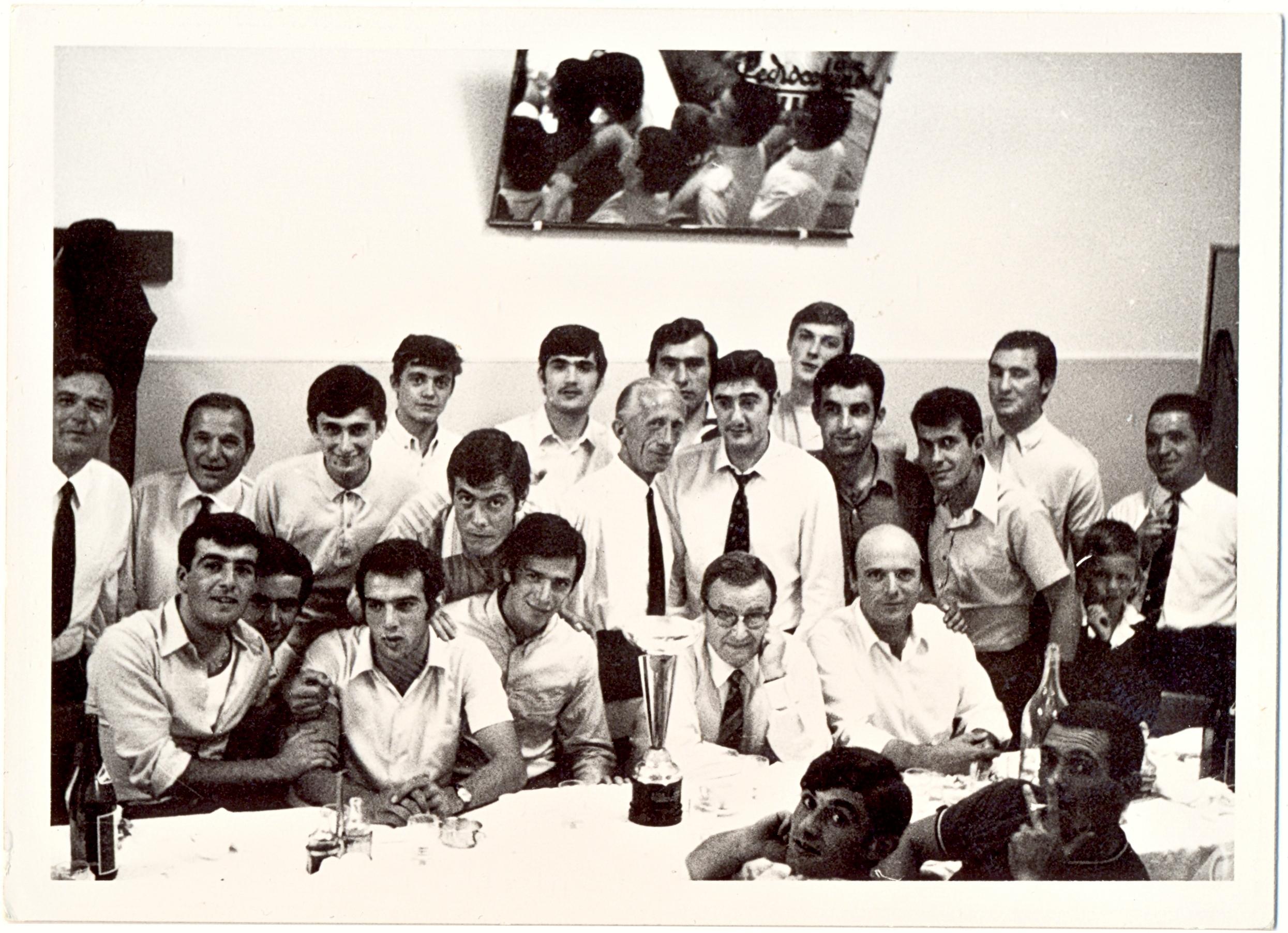 1968, il Galileo Battaglia in festa per la promozione (4).