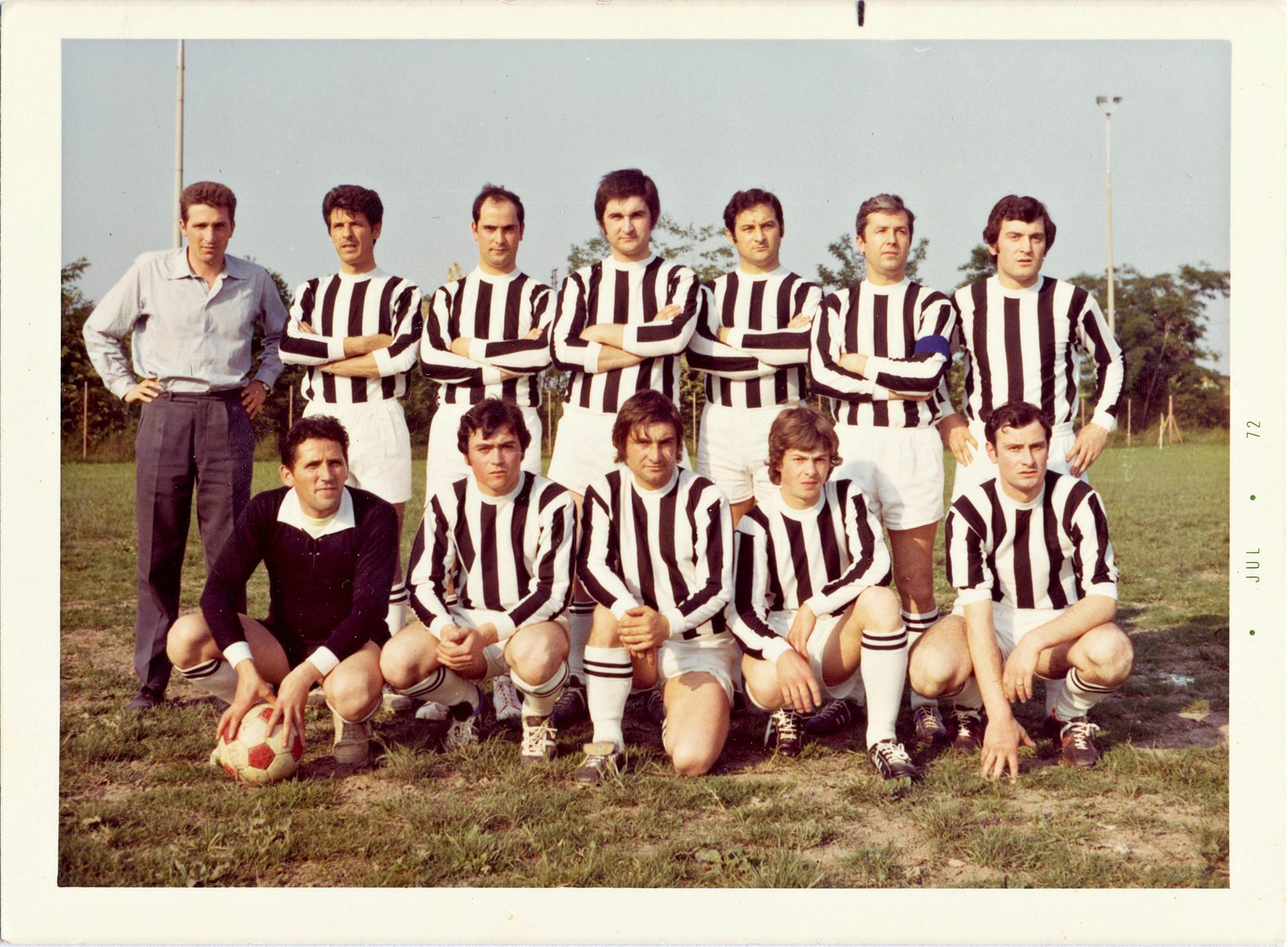 1972, la squadra Montaggi, vincitrice del torneo aziendale Galileo.