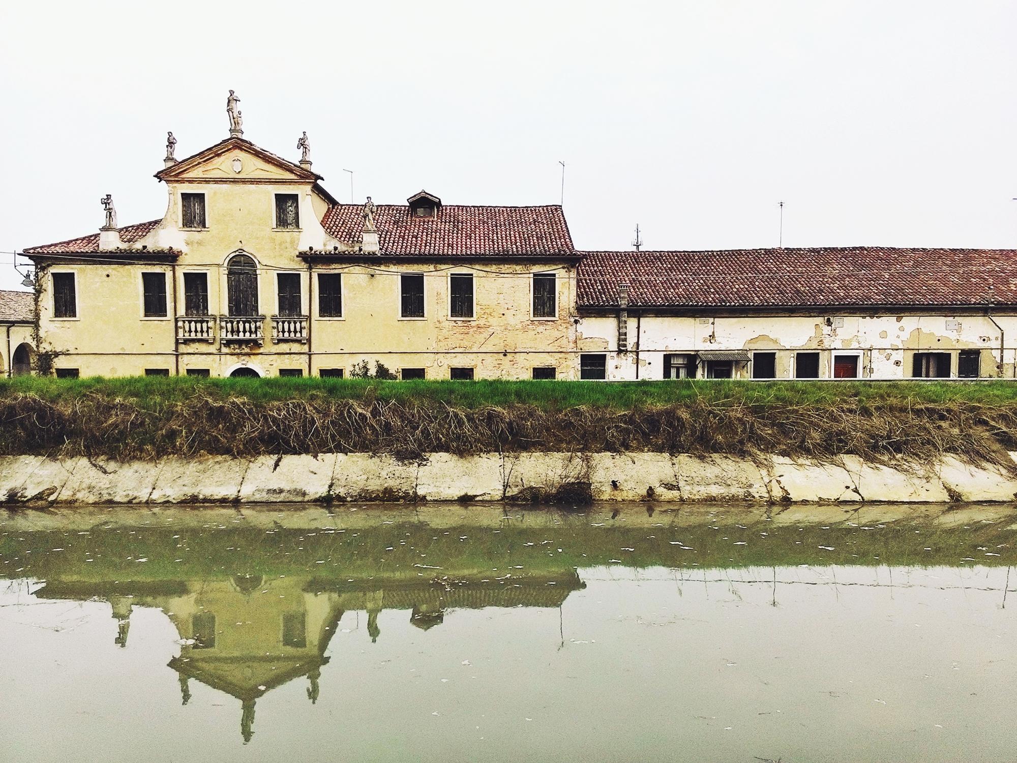 Ca' Grimani aveva un proprio oratorio, non più esistente.