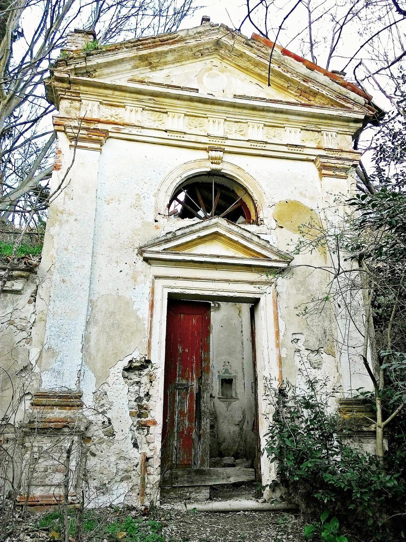 Facciata dell'oratorio di Villa Valier.