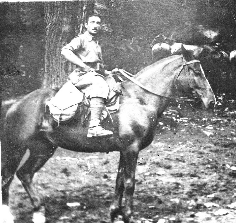 1940, L'artigliere Meggiorin Guido al campo.