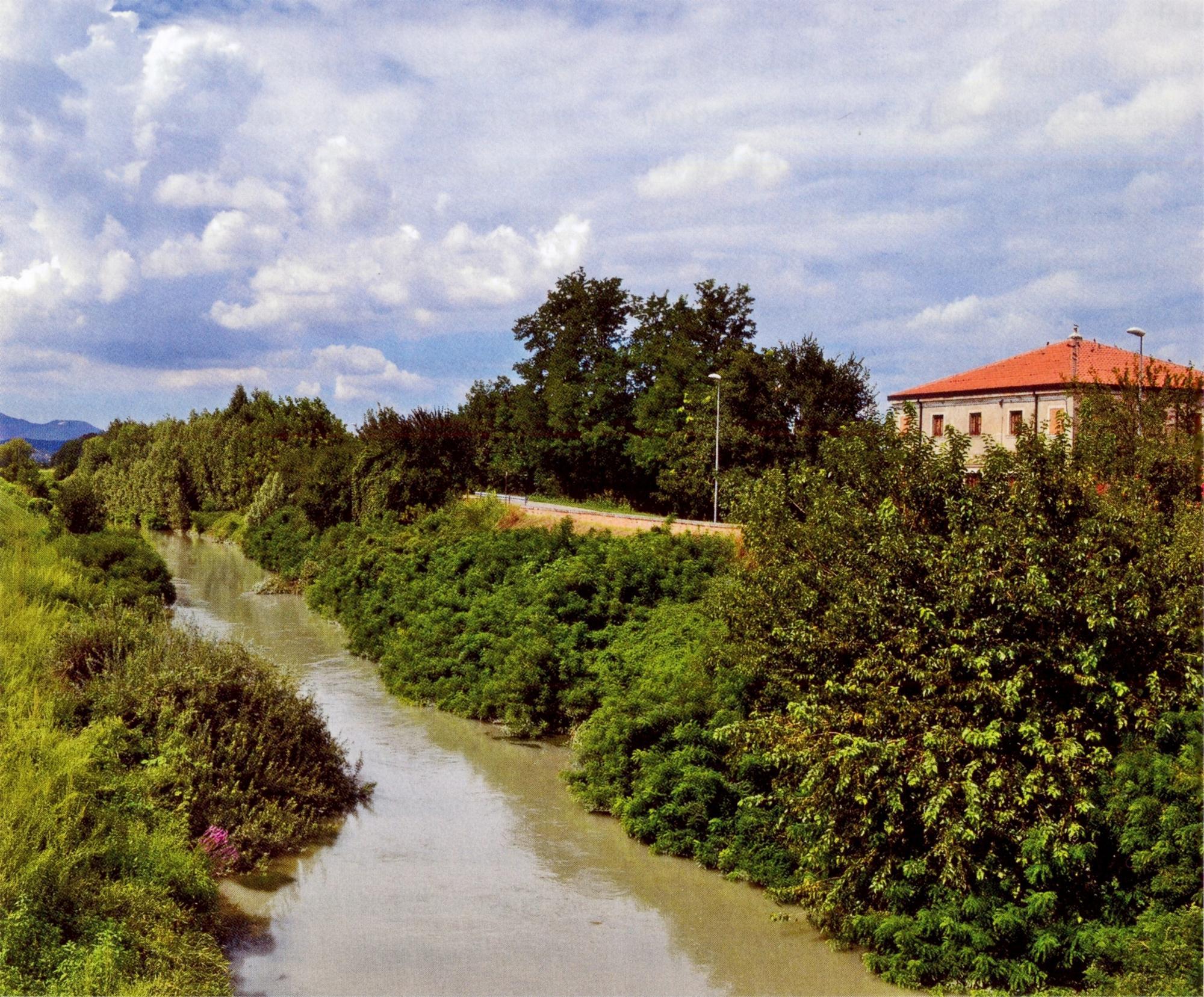 Praticato lungo il percorso delle vie d'acqua, il cicloturismo può divenire strumento di valorizzazione della bassa pianura.