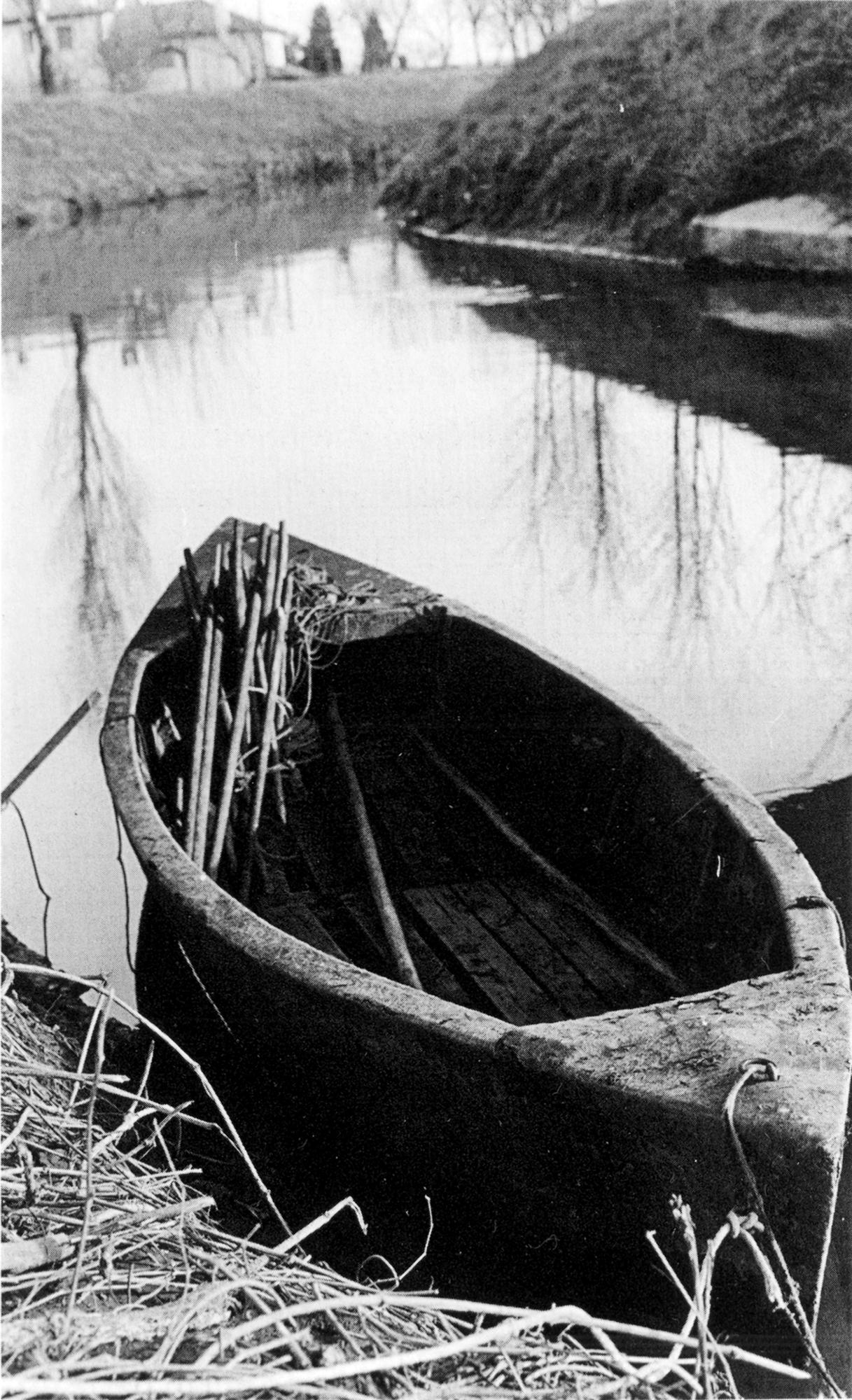 Il saltafossi, altra imbarcazione che consente escursioni di breve raggio su acqua poco profonda.