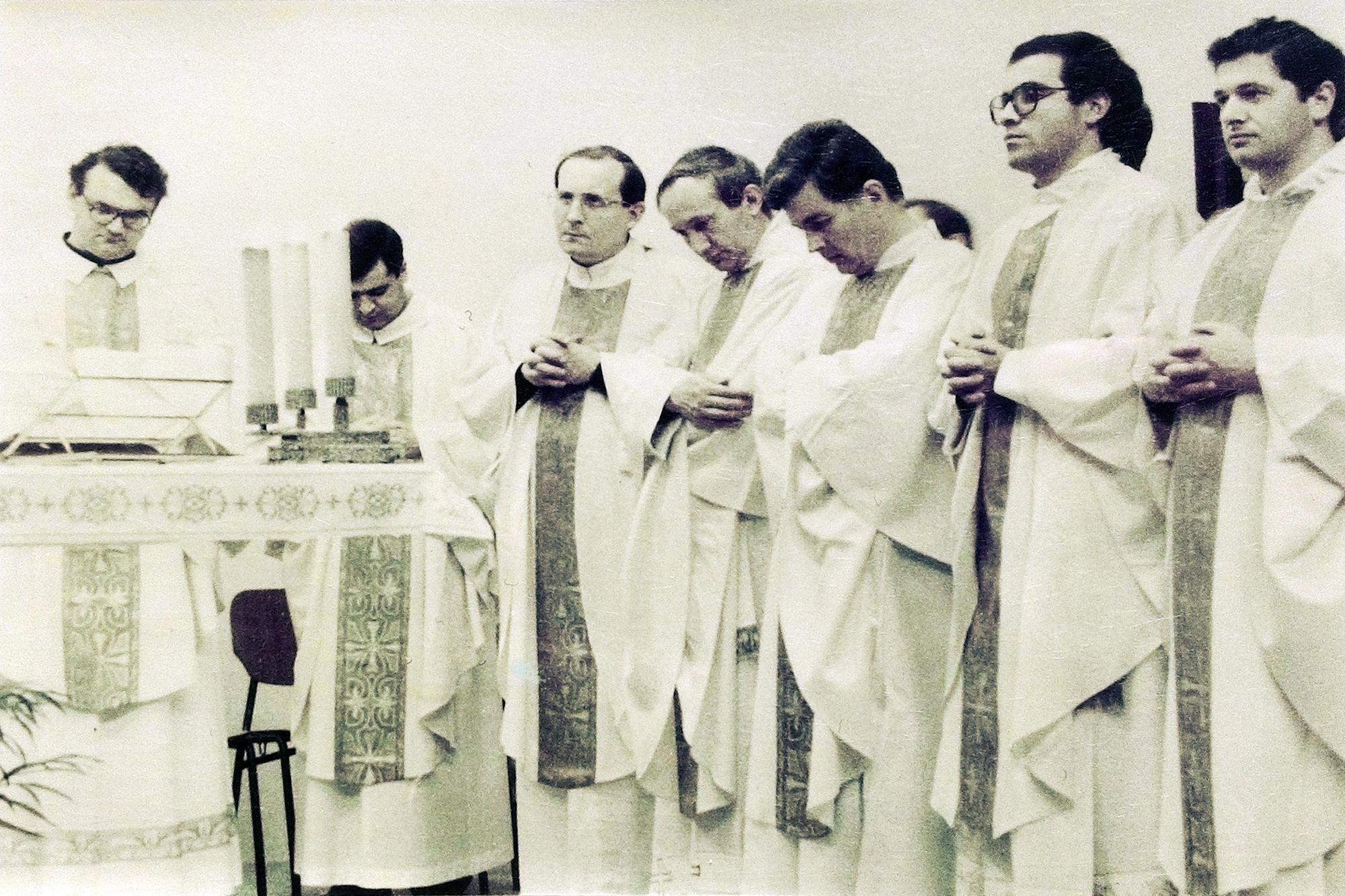 10 luglio 1983, S. Messa presieduta dal vescovo emerito Girolamo Bortignon (4).