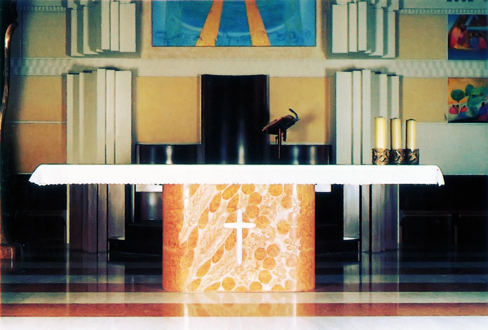 Altare della nuova Chiesa parrocchiale di Battaglia Terme.