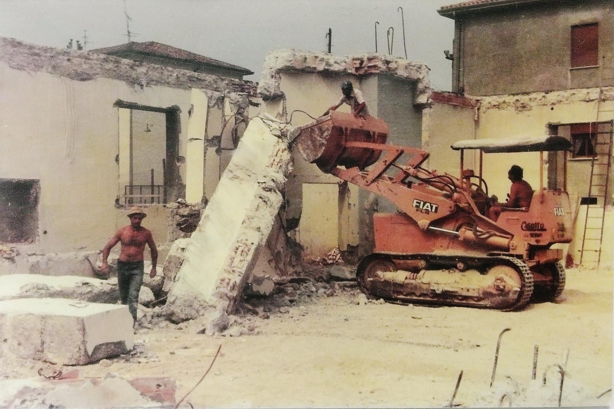 Battaglia Terme, nuova Chiesa parrocchiale, 1981. Lavori per adattare la costruzione già iniziata al progetto definitivo (2).